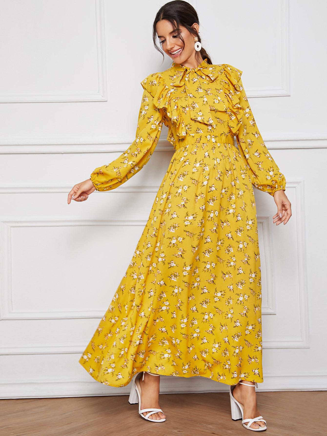 Длинное платье с воротником-бантом и цветочным принтом