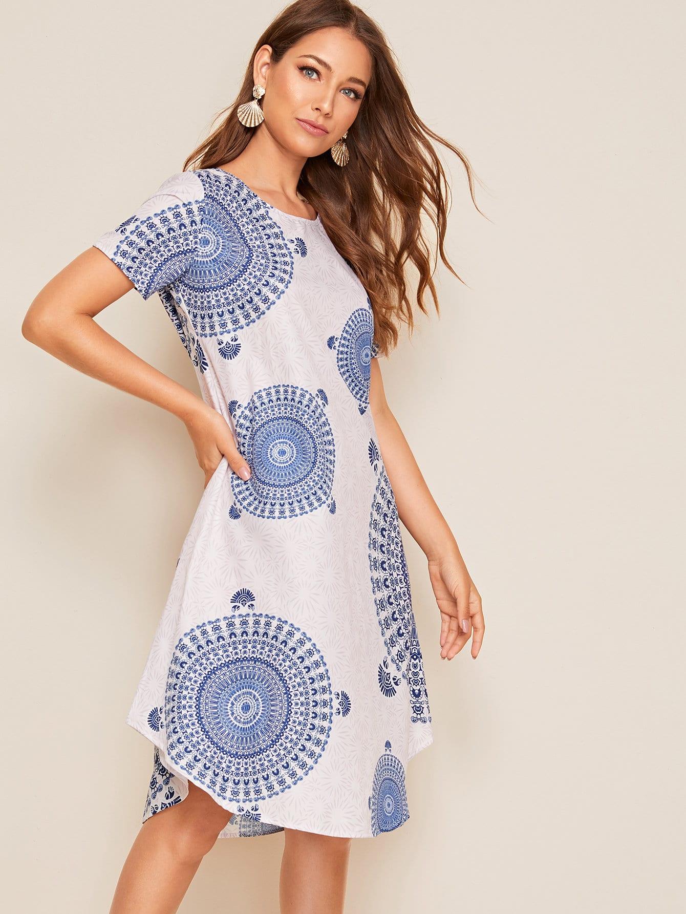Фото - Платье с племенным принтом от SheIn цвет белые