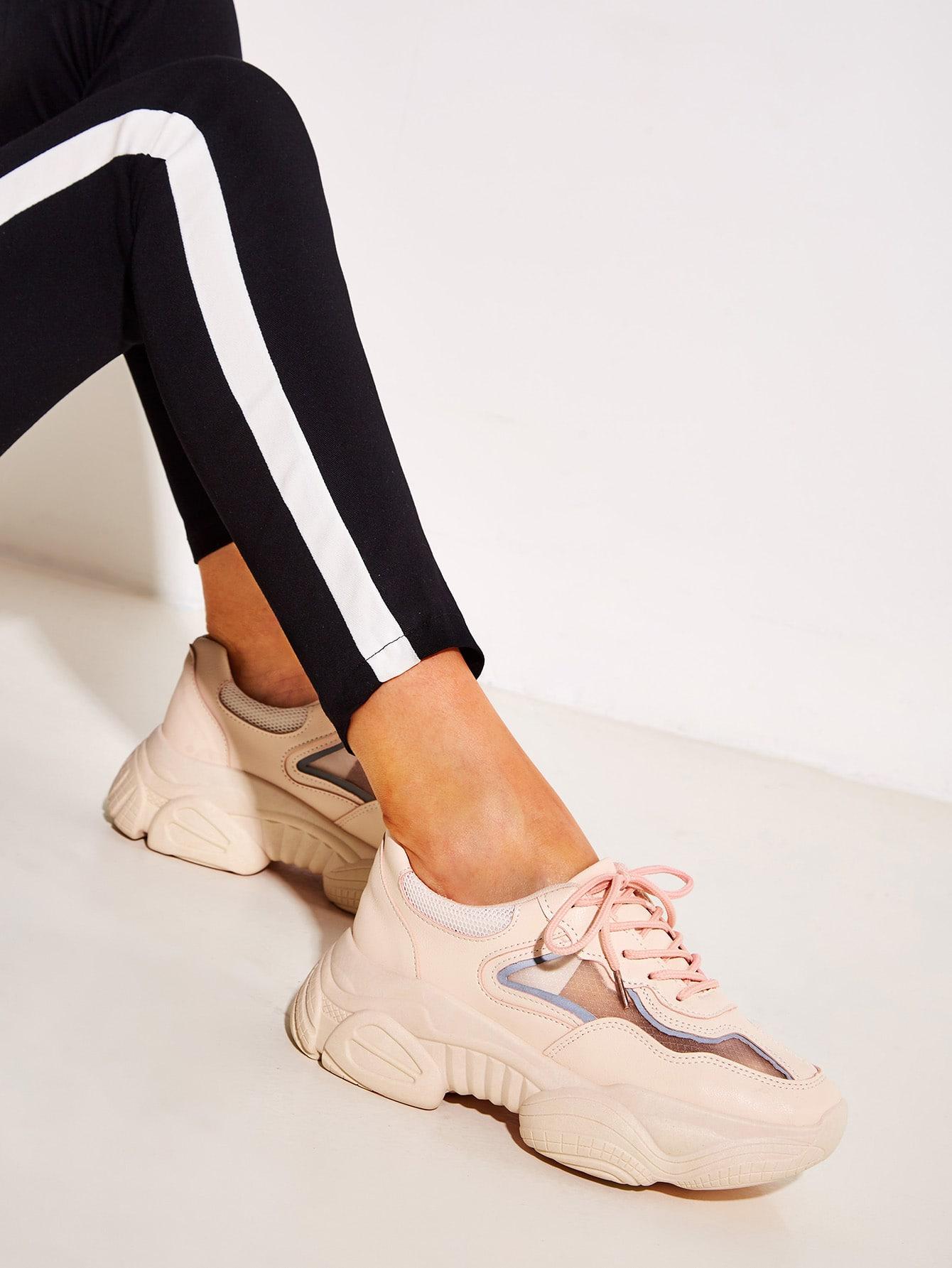 Фото - Кроссовки на шнуровке с подошвой спереди от SheIn розового цвета