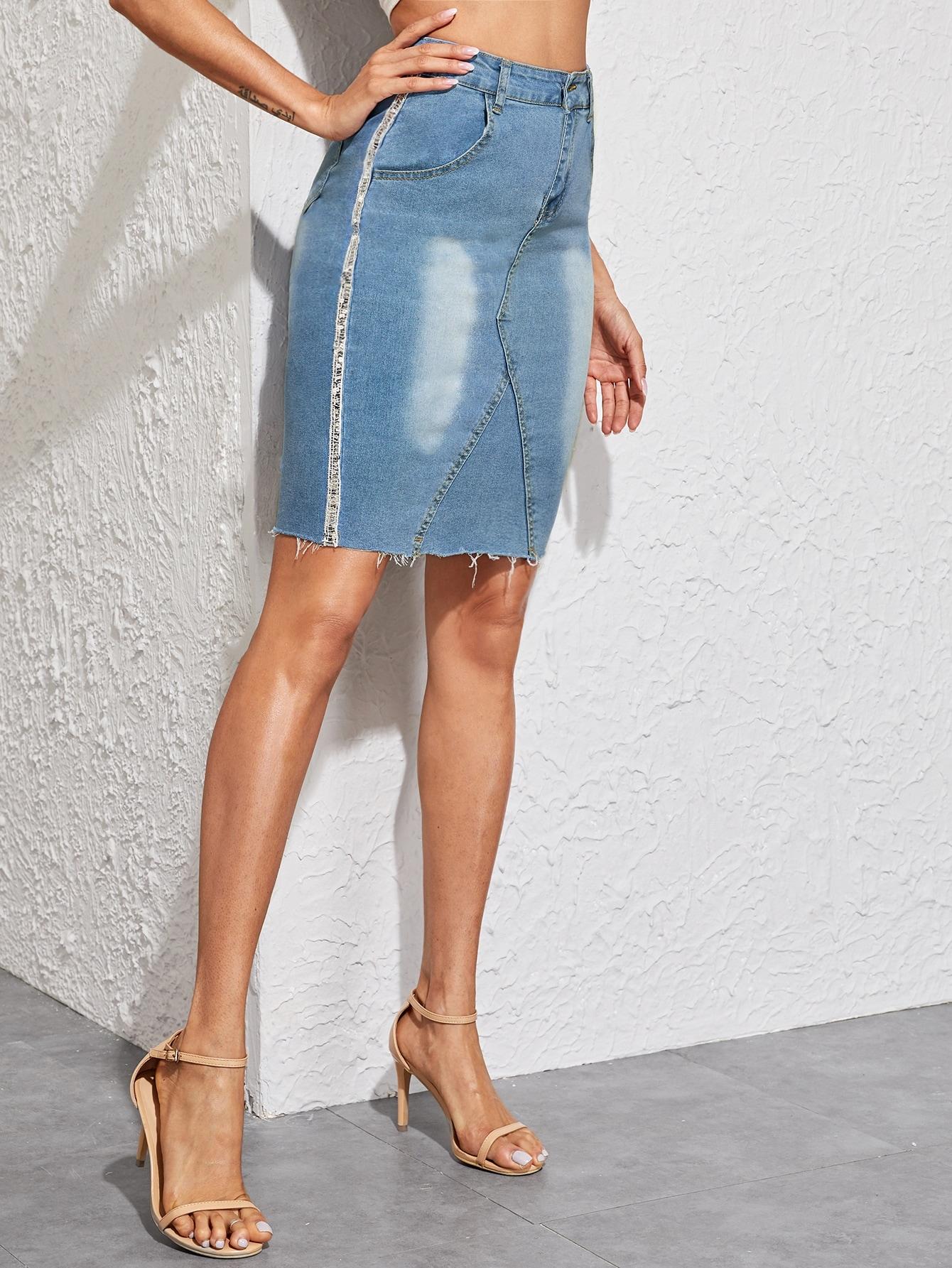 Фото - Джинсовая юбка с необработанным низом от SheIn синего цвета