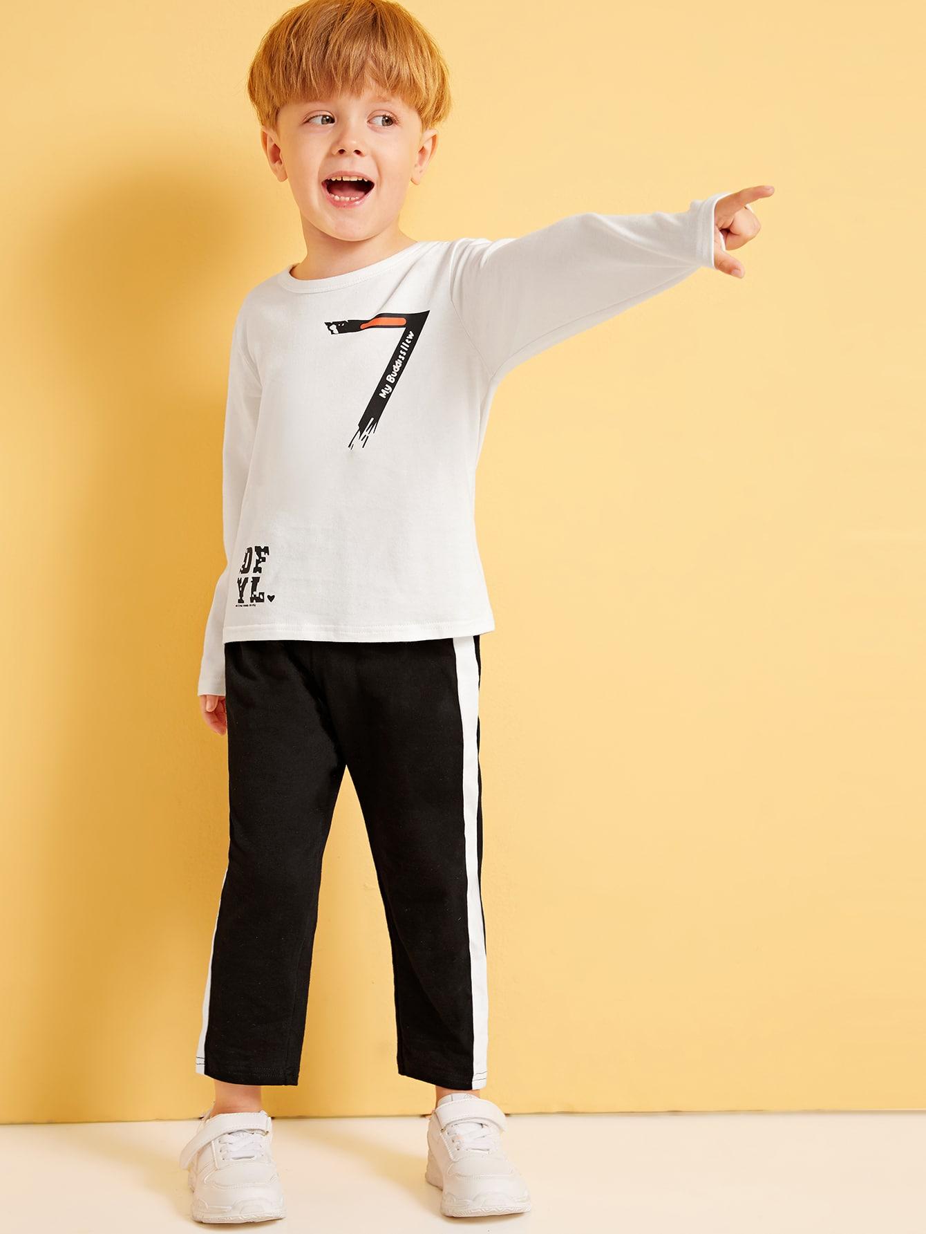 Фото - Свитшот с текстовым принтом и контрастные брюки для мальчиков от SheIn цвет чёрнобелые