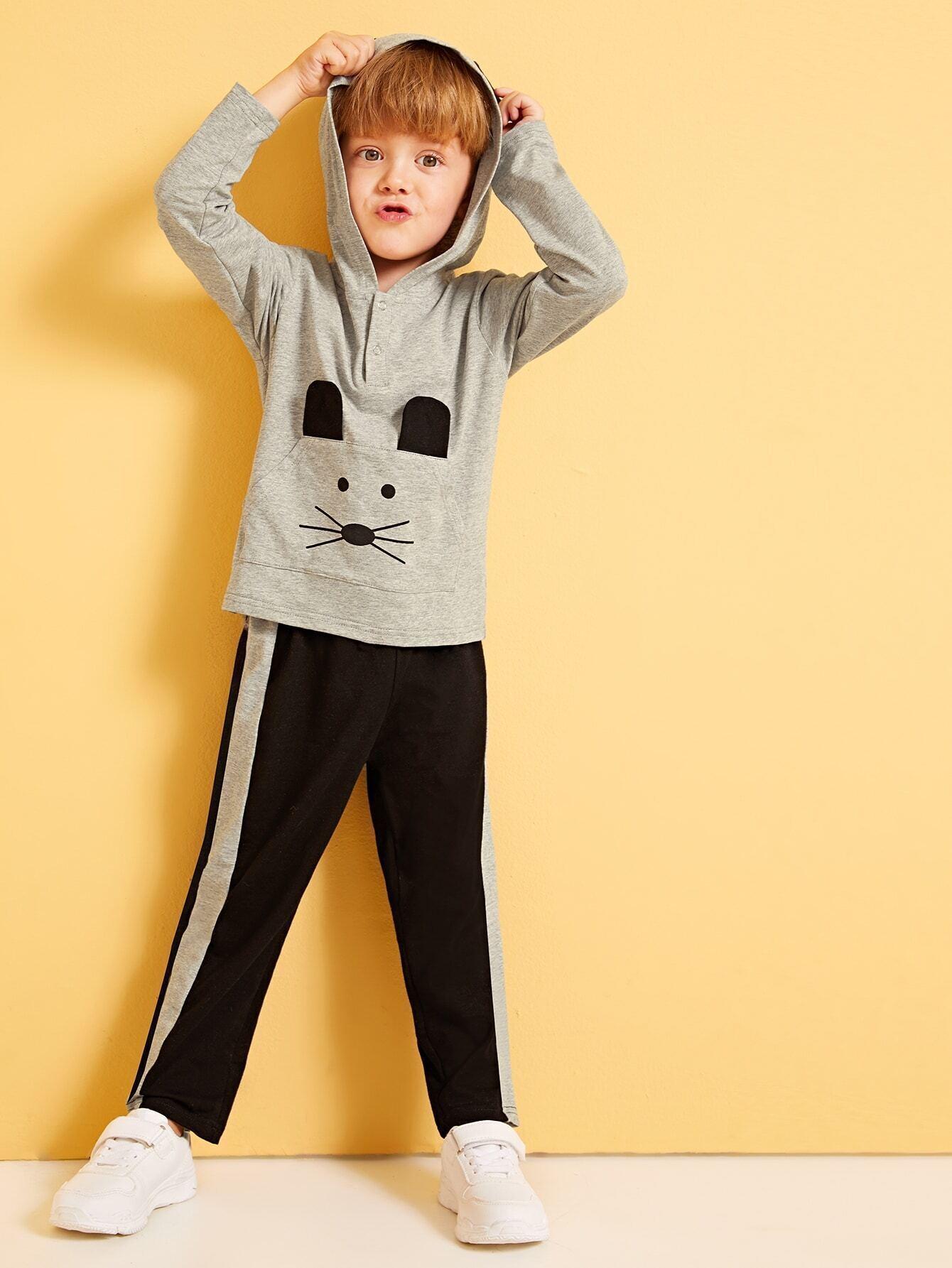 Фото - Толстовку с графическим принтом и контрастные брюки для мальчиков от SheIn цвет многоцветный