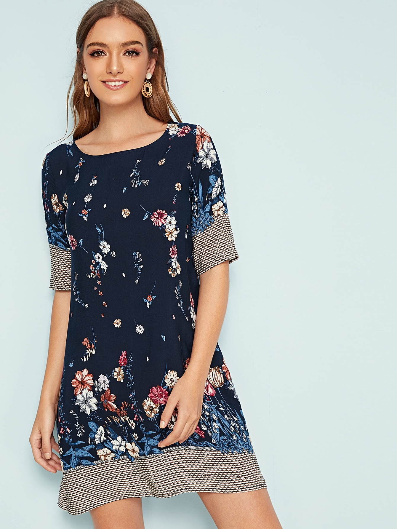 Фото - Платье с цветочным принтом от SheIn цвет тёмно-синие