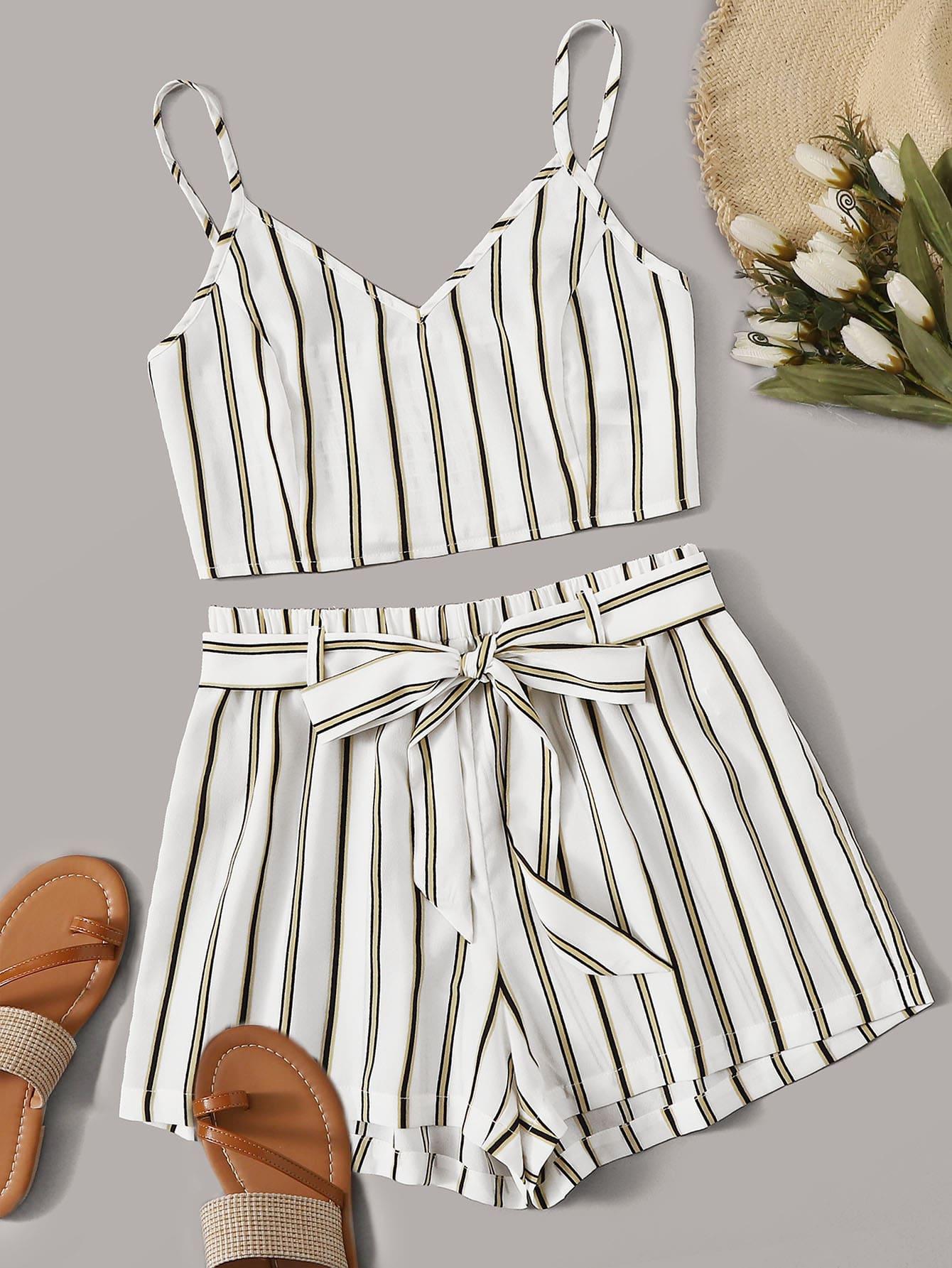 Фото - Короткая майка в полоску и шорты с поясом от SheIn белого цвета