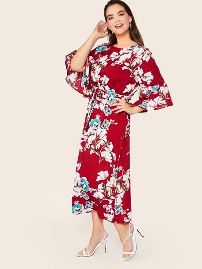 Фото 4 - Платье с поясом, цветочным принтом и оборкой размера плюс от SheIn цвет многихцветные