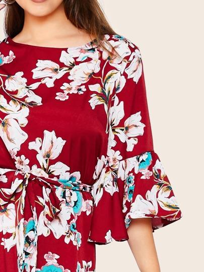 Фото 5 - Платье с поясом, цветочным принтом и оборкой размера плюс от SheIn цвет многихцветные
