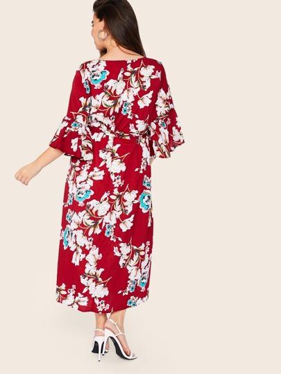 Фото 3 - Платье с поясом, цветочным принтом и оборкой размера плюс от SheIn цвет многихцветные