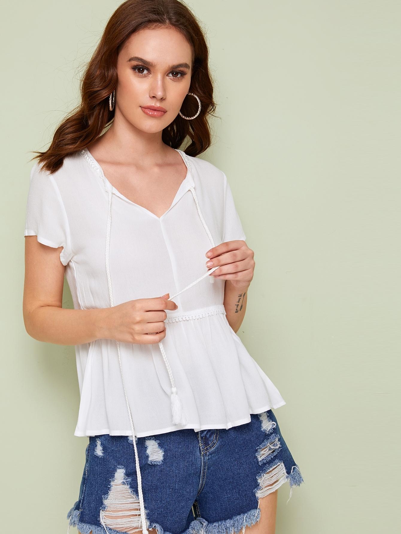 Фото - Блузу с оборками и бахромой от SheIn белого цвета