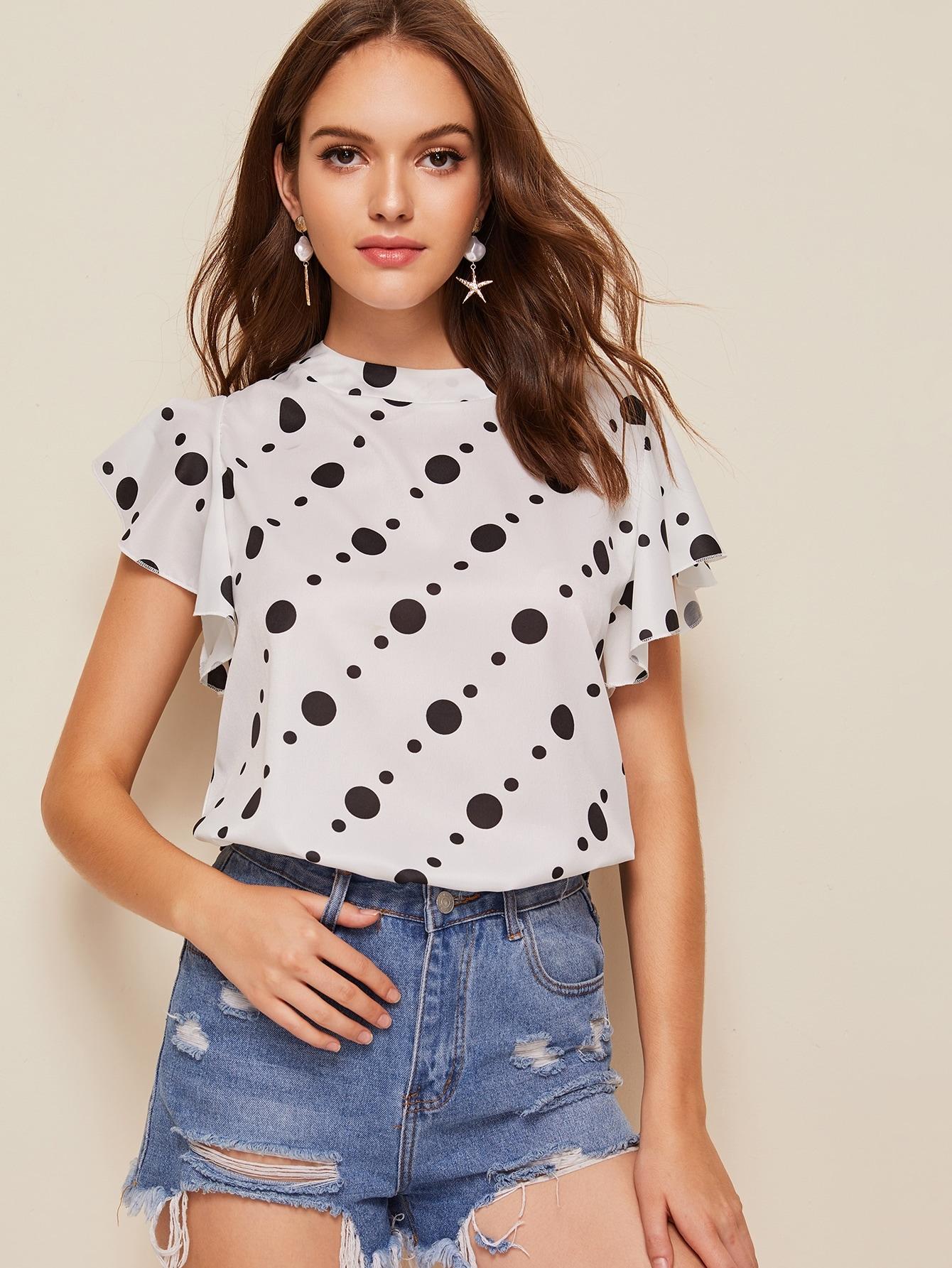 Фото - Блузу в горошек с оригинальным рукавом и пуговицами от SheIn белого цвета