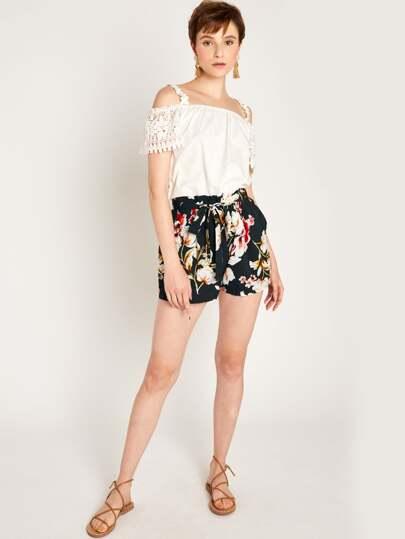 super service juste prix photos officielles Short avec imprimé floral et ceinture