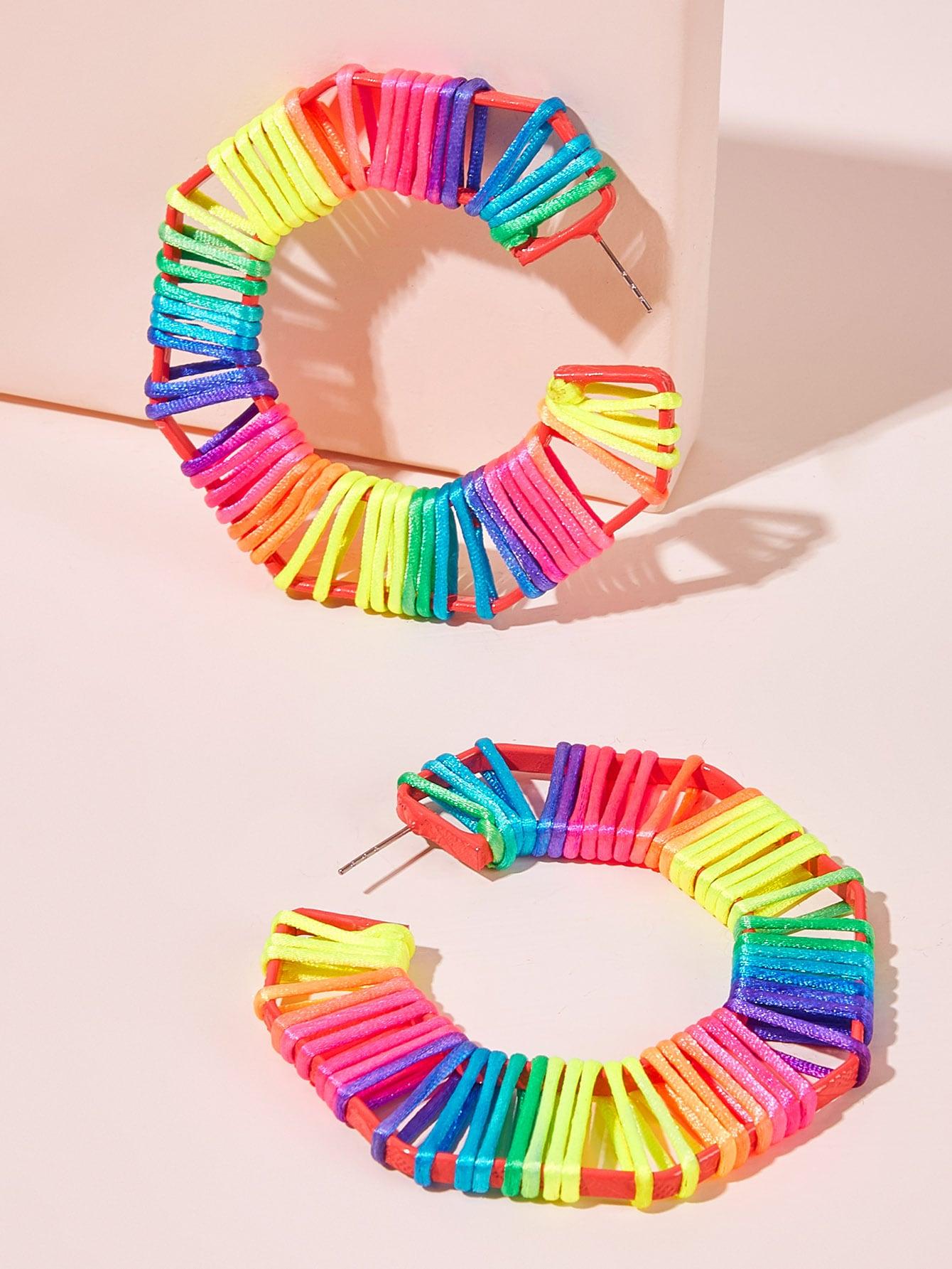 Фото - Яркие тканые серьги-кольца 1пара от SheIn цвет многоцветный