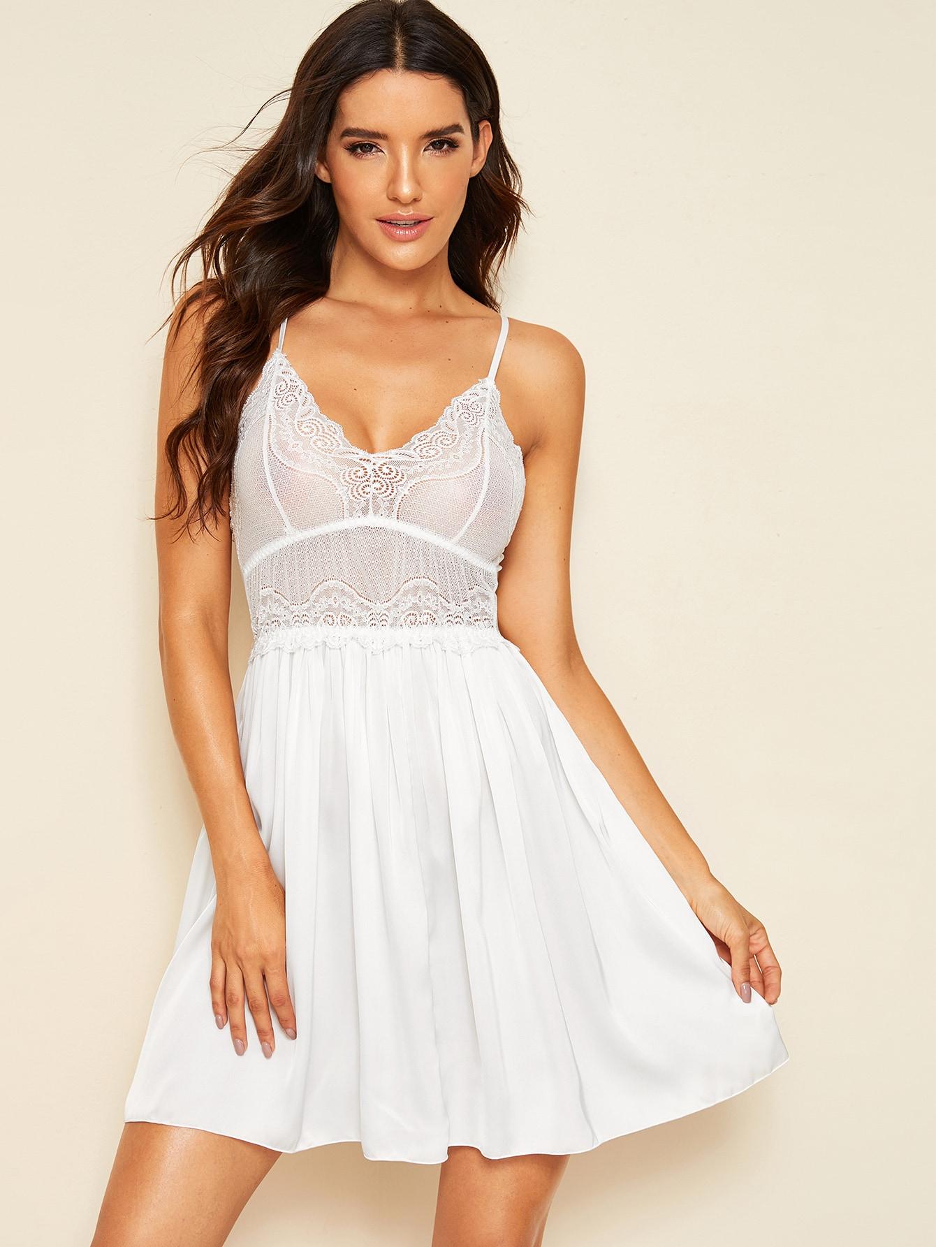 Фото - Атласное платье на бретелях с кружевом от SheIn белого цвета