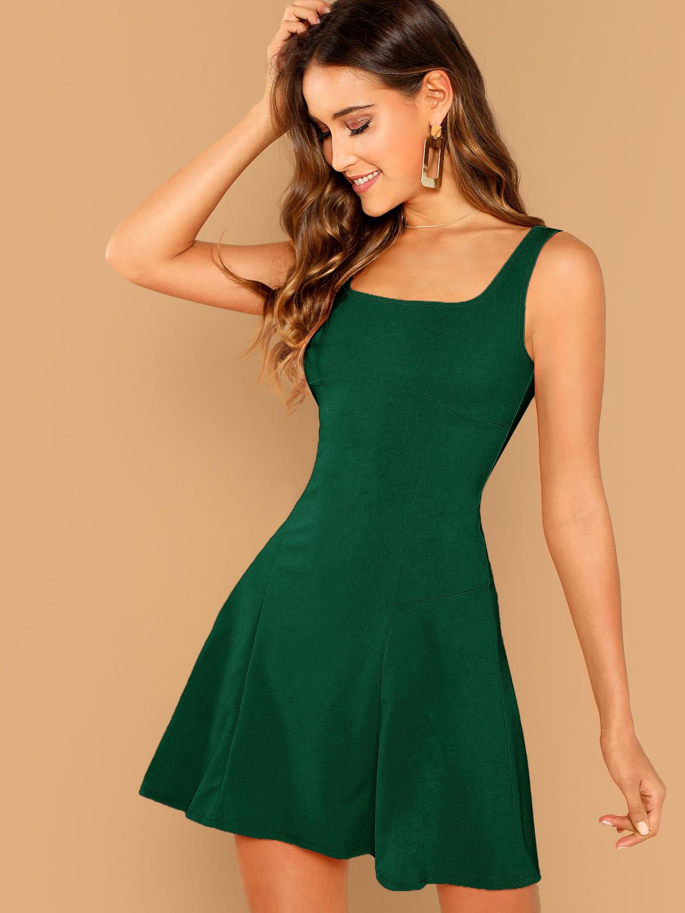 Фото - Однотонное расклешенное платье от SheIn цвет зелёные