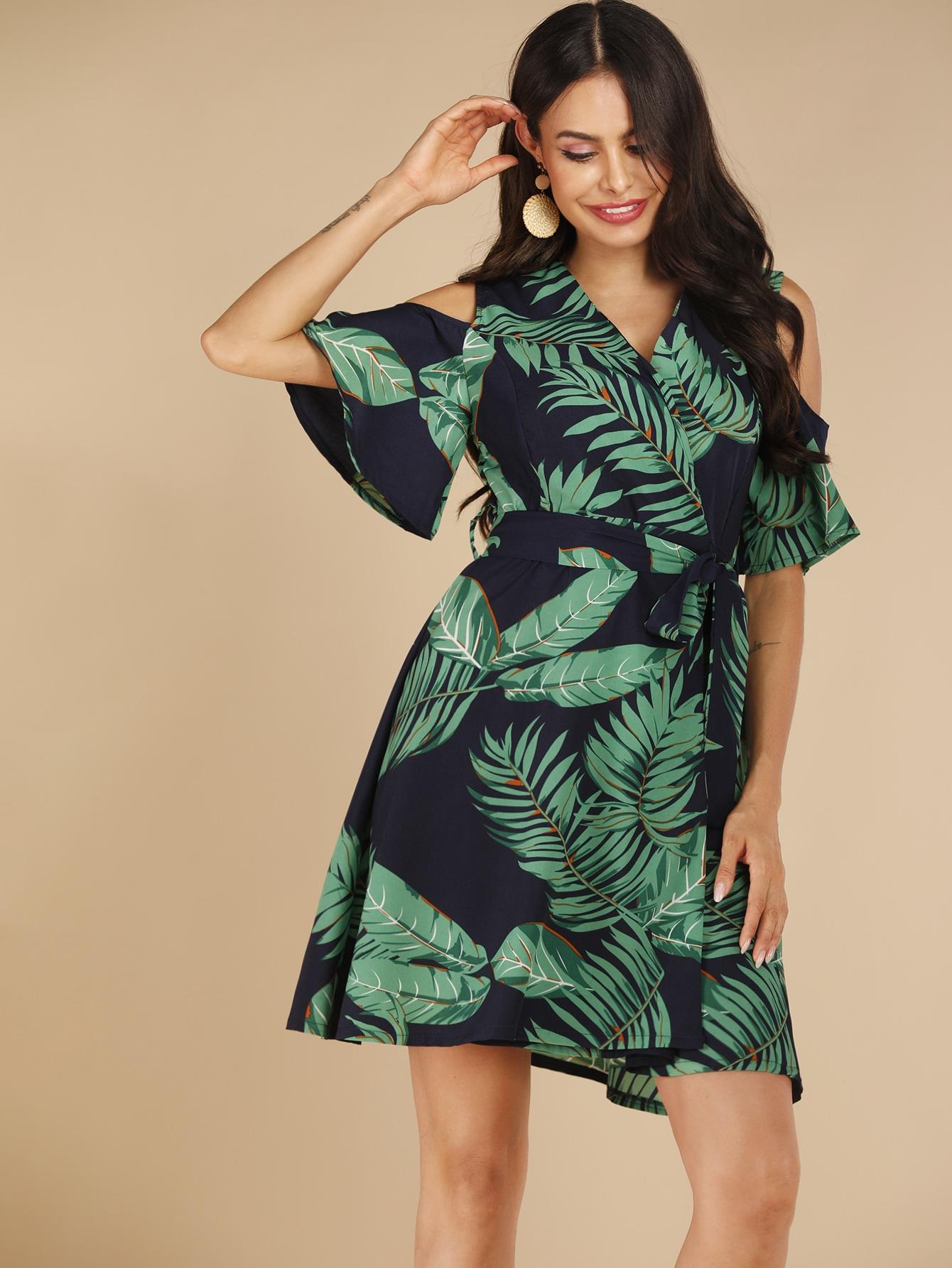 Фото - Платье с открытыми плечами и тропическим принтом от SheIn цвет многоцветный
