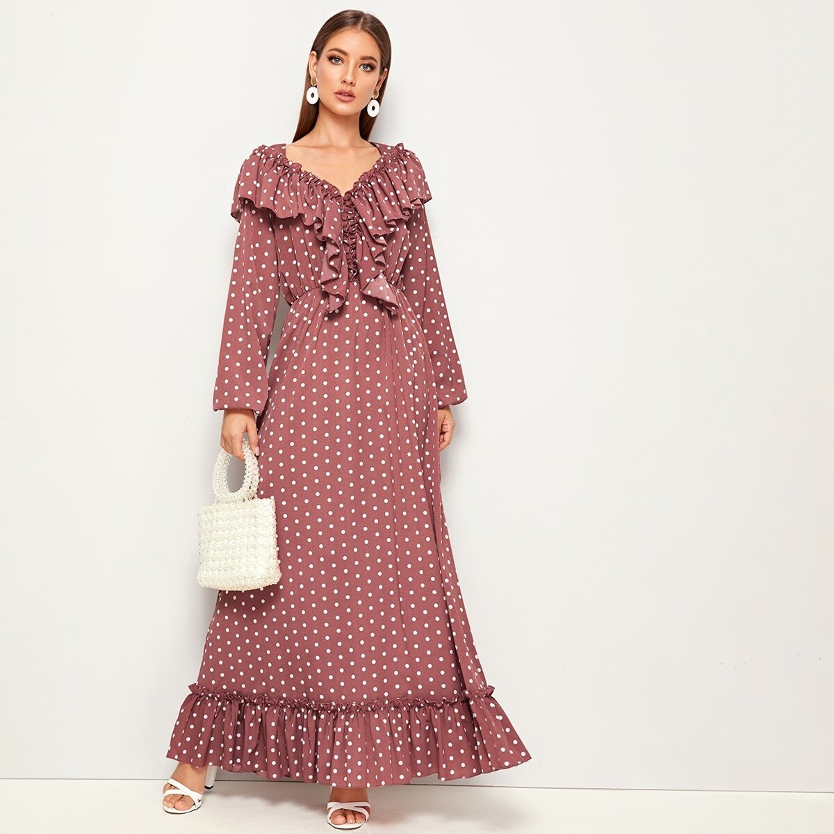 Платье в горошек с оборками Image