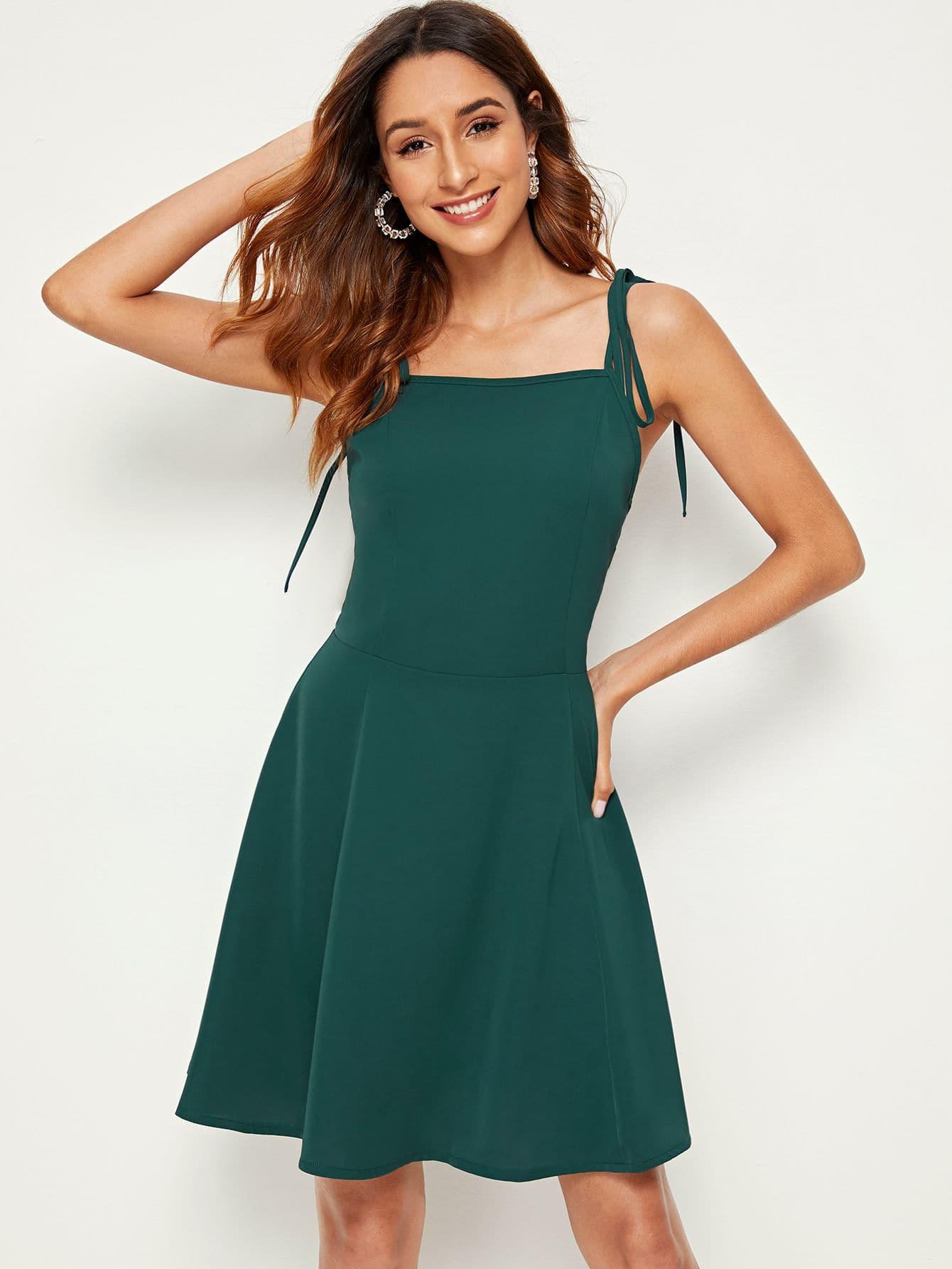 Фото - Однотонное платье на бретелях от SheIn цвет зелёные