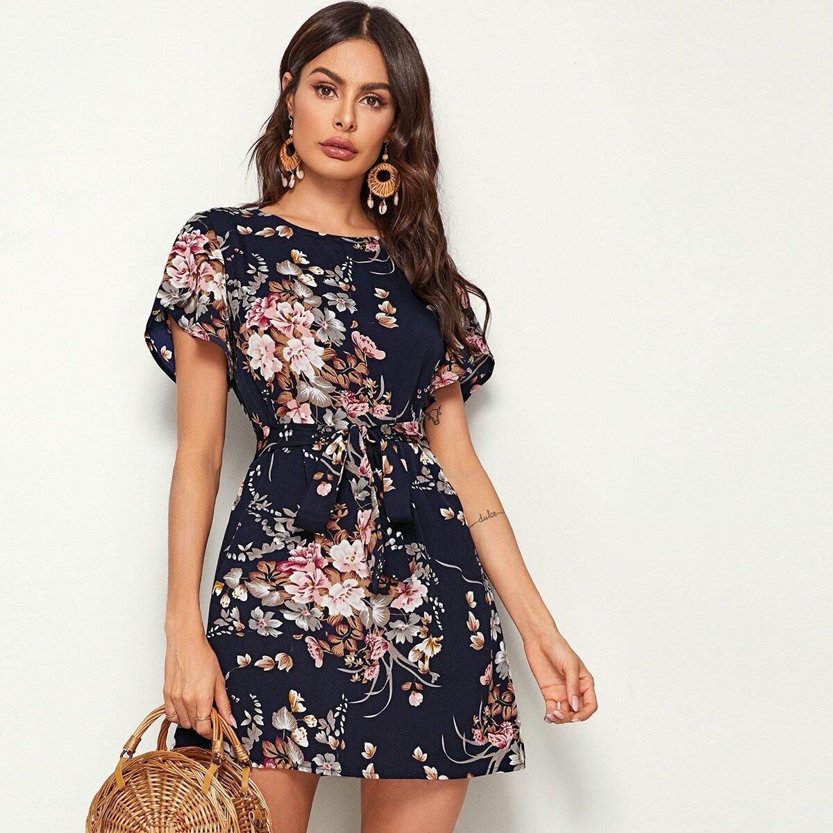 Короткое Платье С Крупным Цветочным Принтом Image