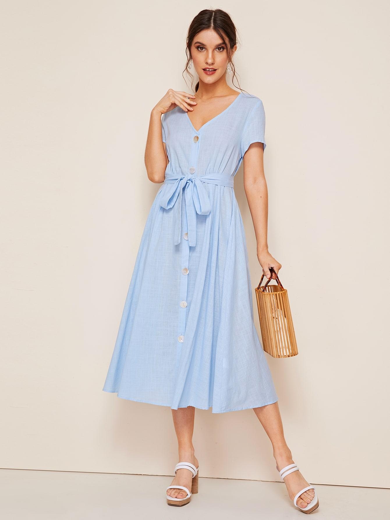 Однотонное платье-рубашка с поясом