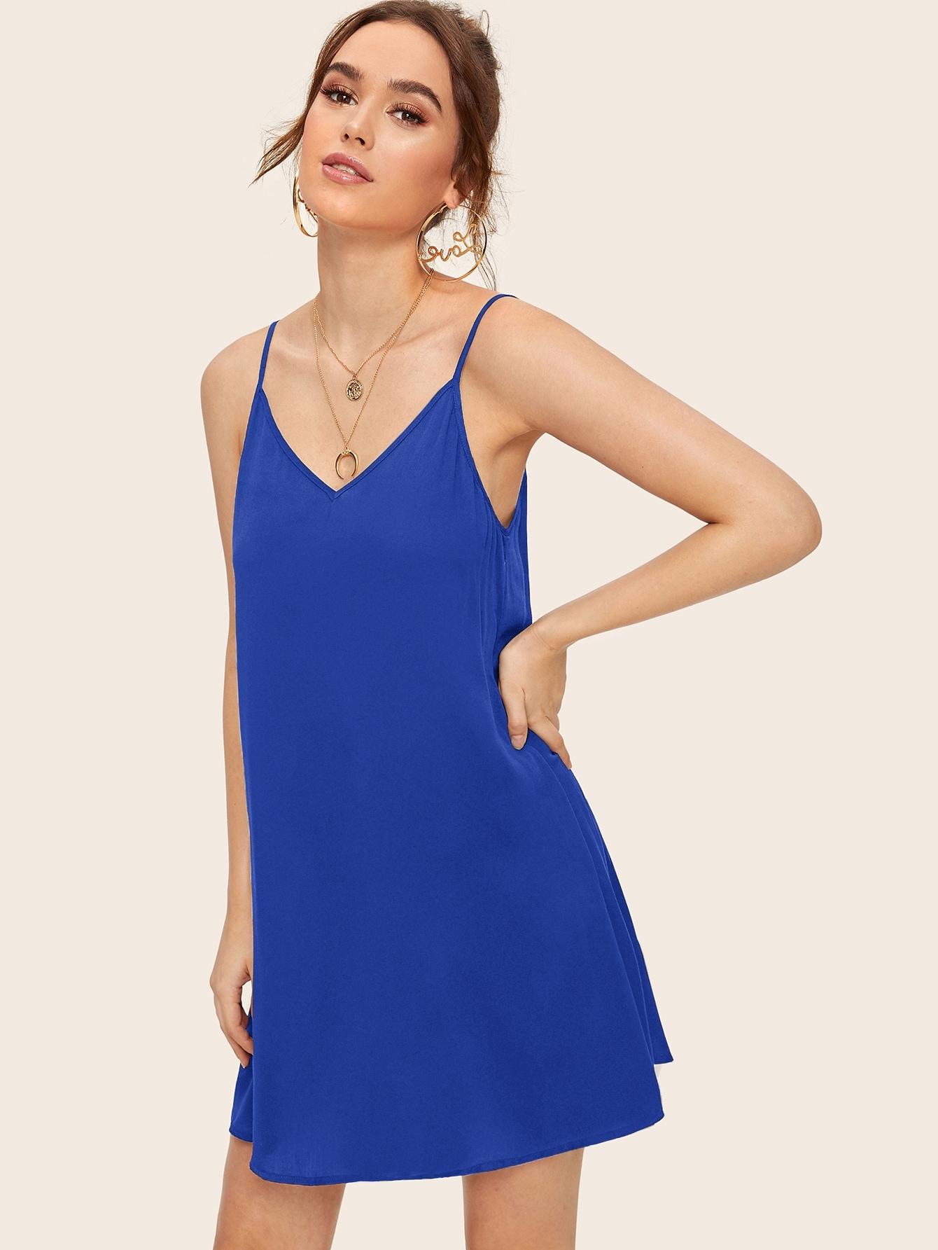 Фото - Однотонное платье на бретелях от SheIn цвет синие