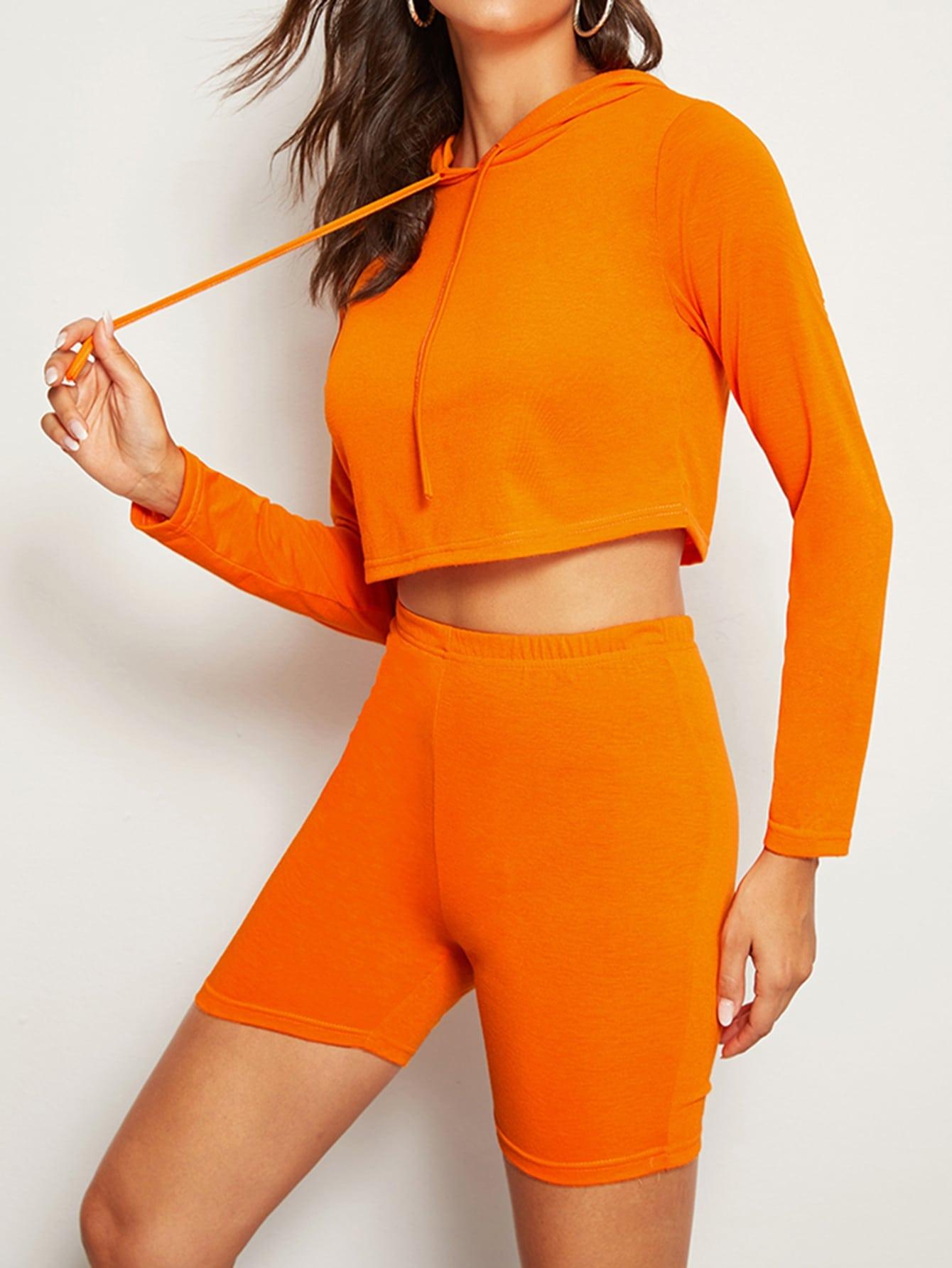 Фото - Велосипедные шорты и футболка с капюшоном от SheIn оранжевого цвета