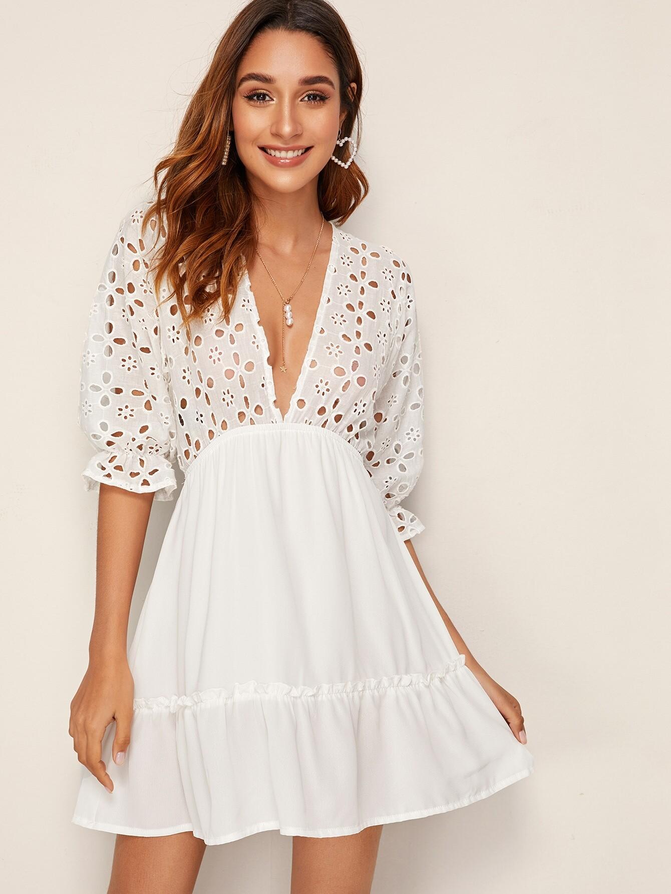 Фото - Платье с глубоким v-образным вырезом и узлом сзади от SheIn цвет белые