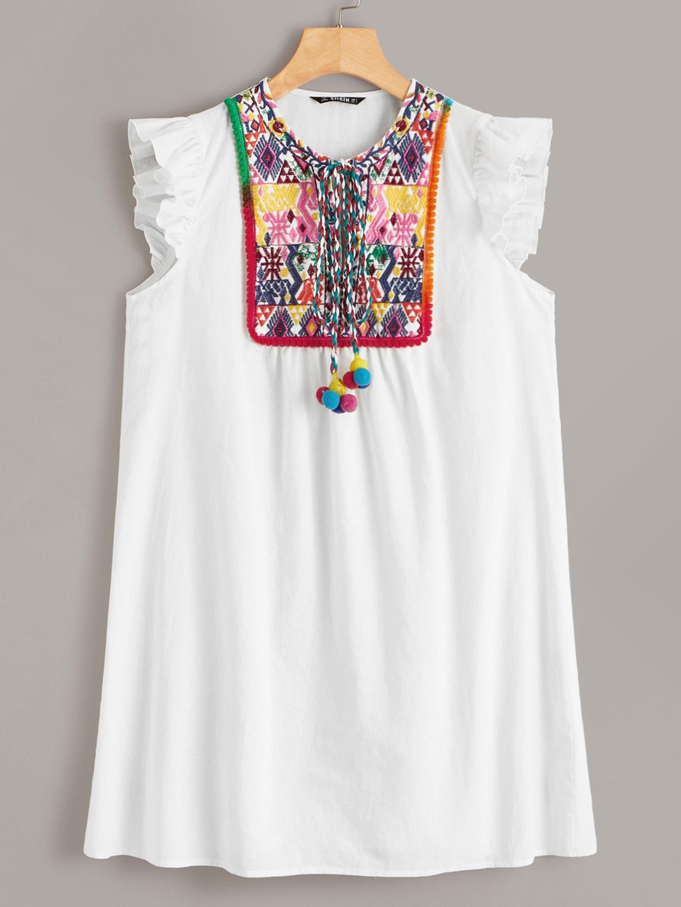 Фото - Платье с вышивкой и помпоном от SheIn цвет белые