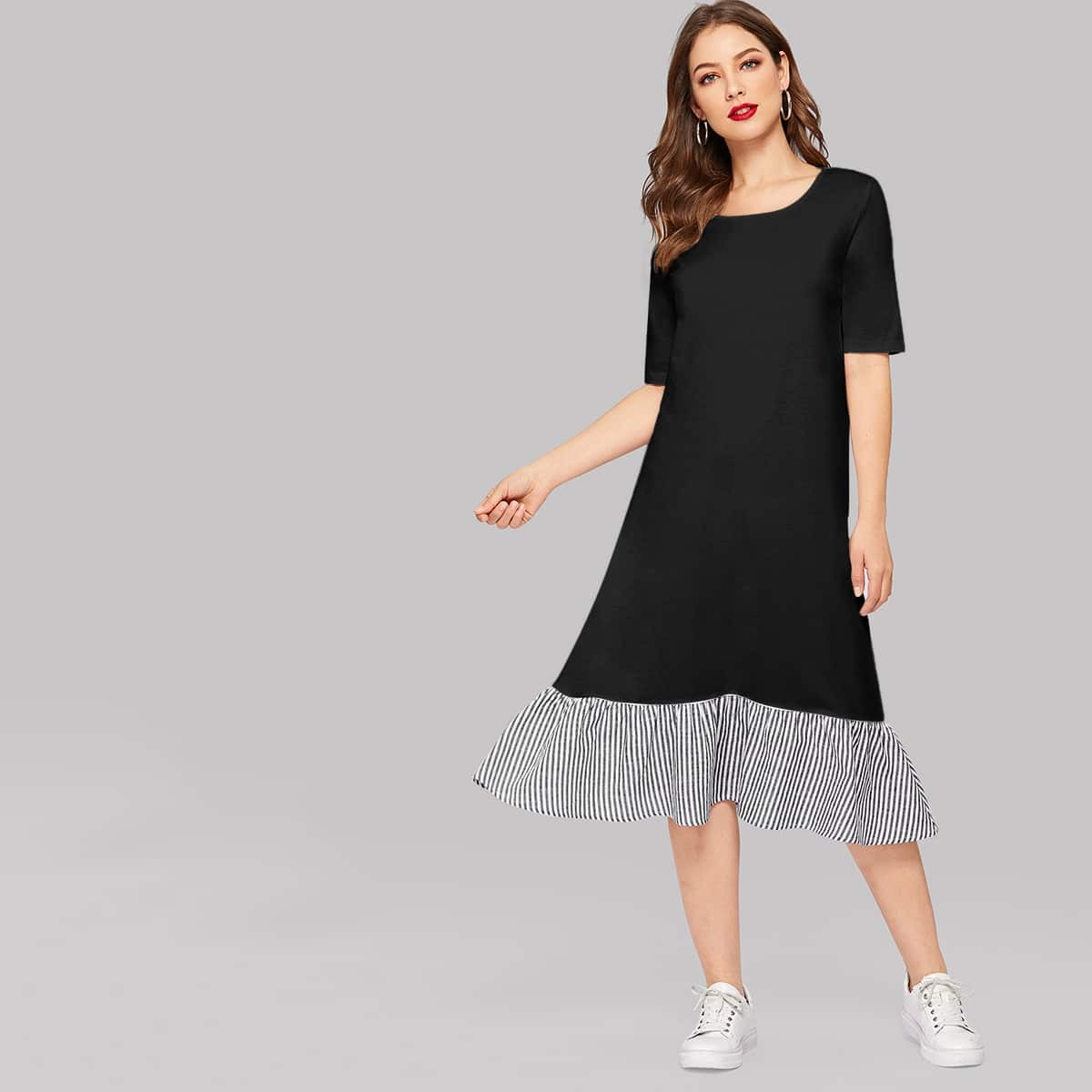 Полосатое платье с оборкой