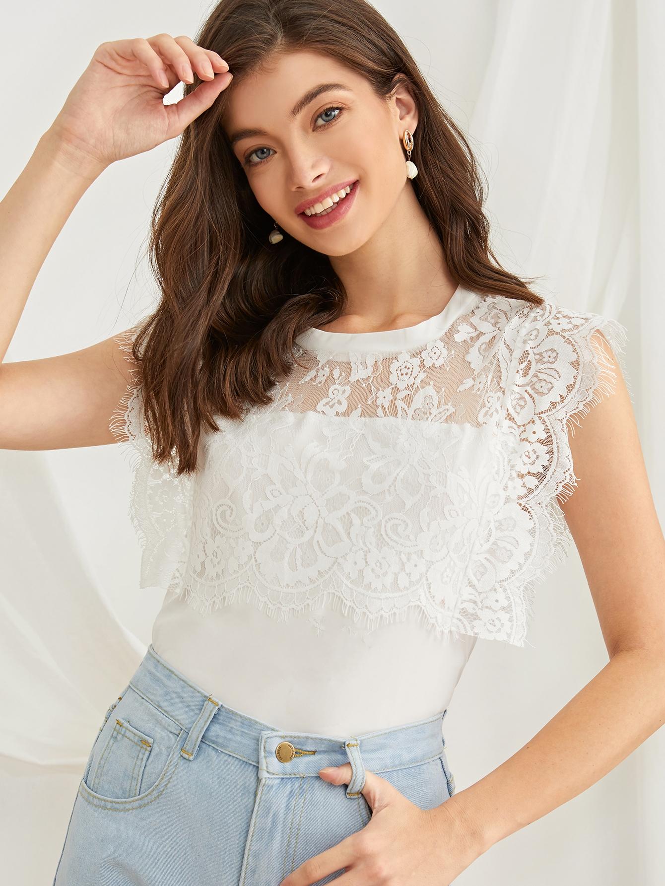 Фото - Блузу с кружевом и застежкой сзади от SheIn белого цвета