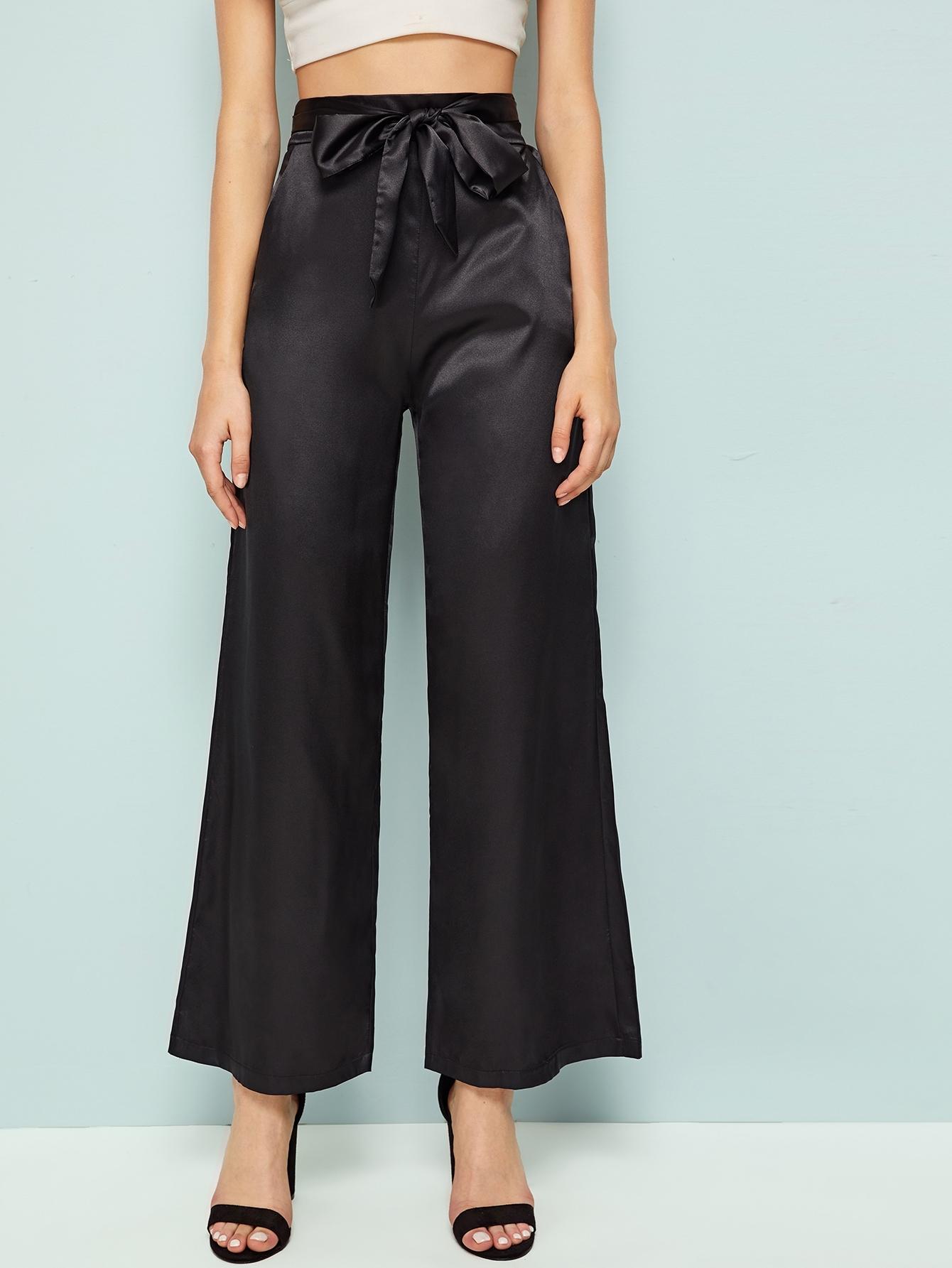 Фото - Атласные брюки с высокой талией и завязкой от SheIn черного цвета