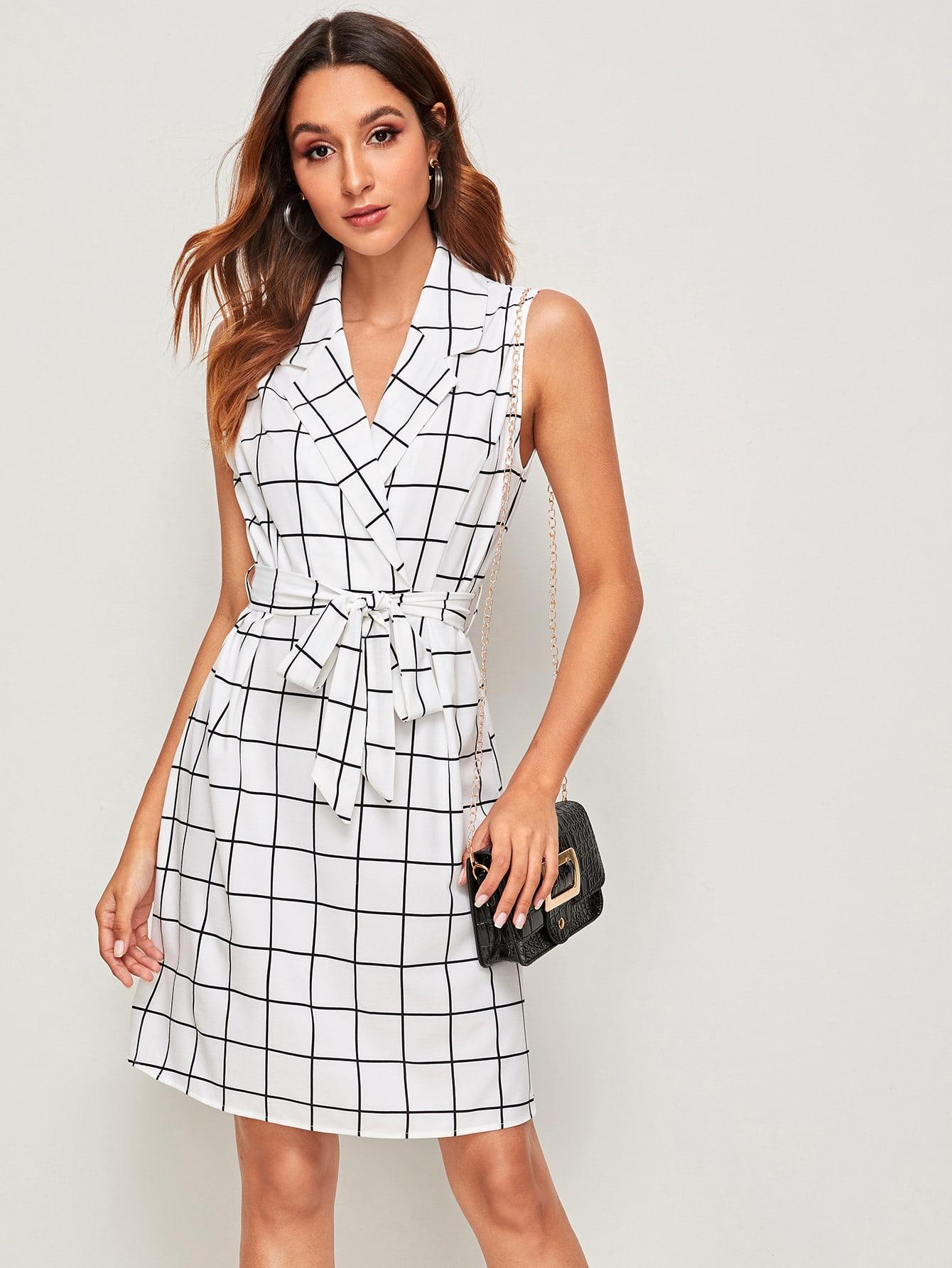 Фото - Платье в клетку с поясом от SheIn белого цвета