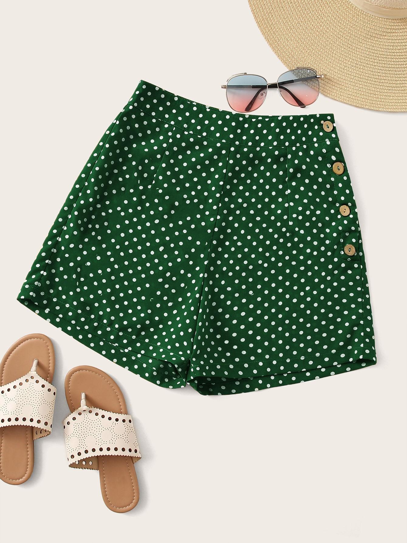 Фото - Шорты в горошек с пуговицами от SheIn зеленого цвета