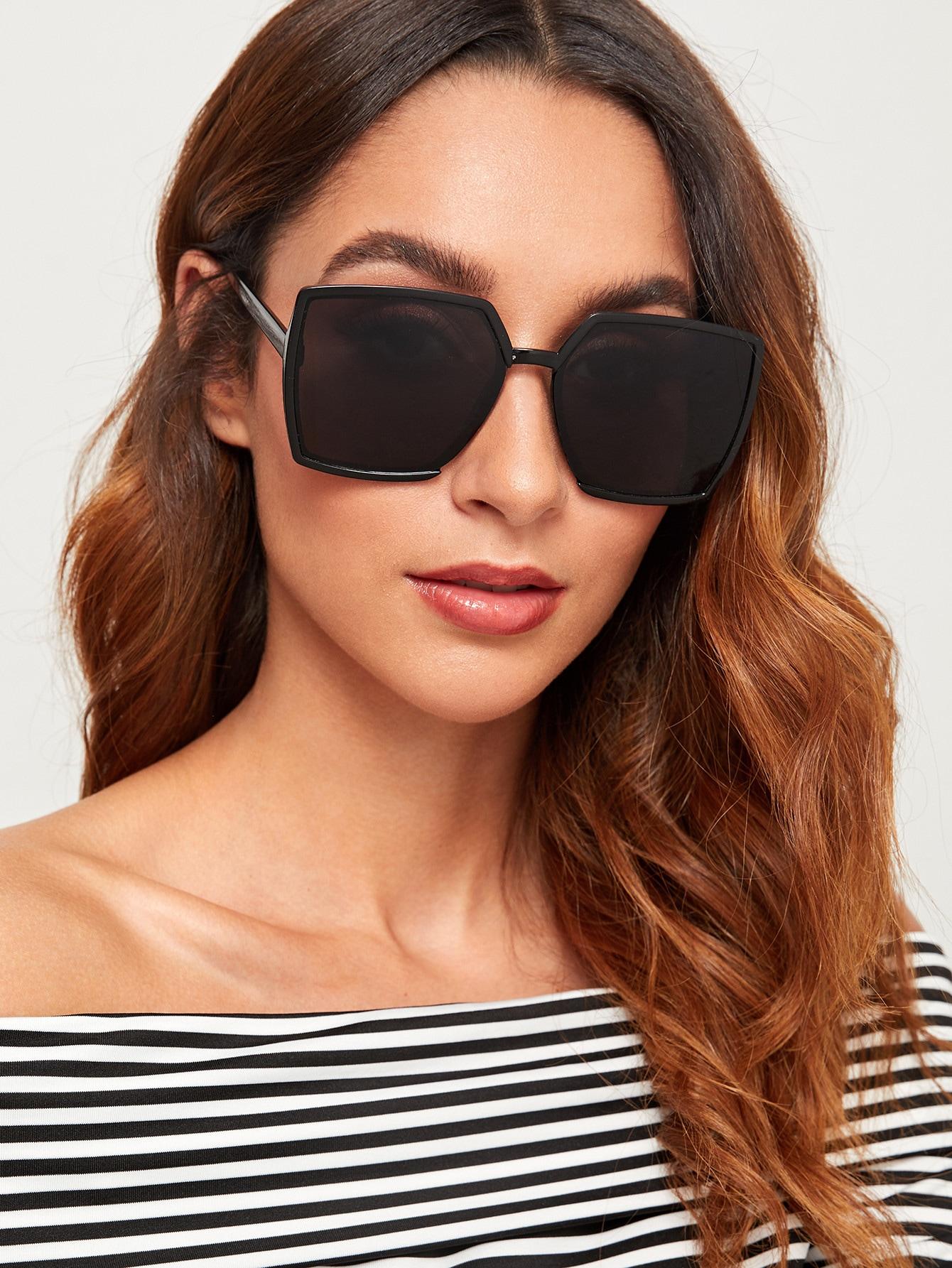 Фото - Простые квадратные солнцезащитные очки от SheIn цвет черные