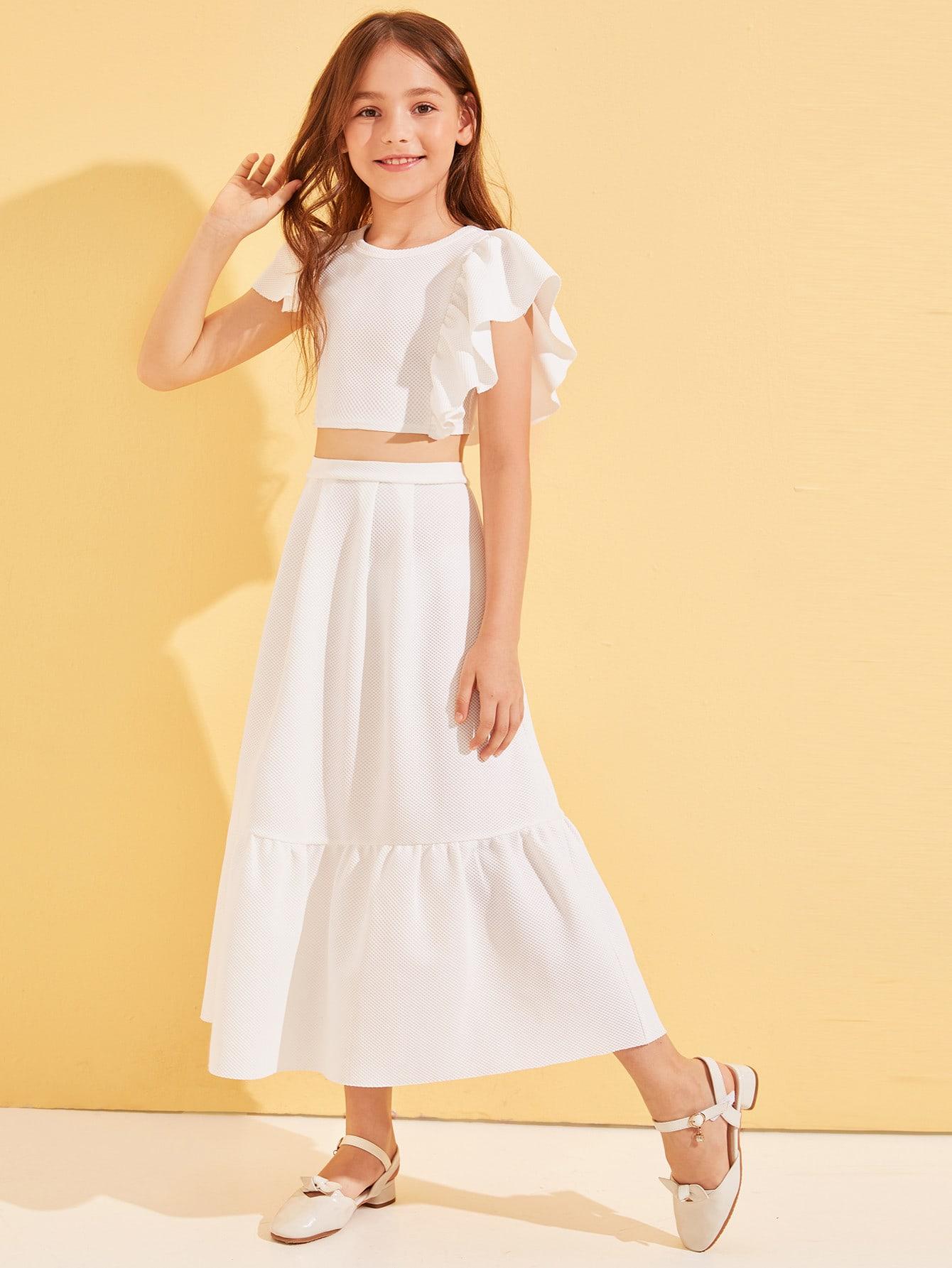 Фото - Кроп топ с асимметричным рукавом и юбка с оборкой от SheIn белого цвета