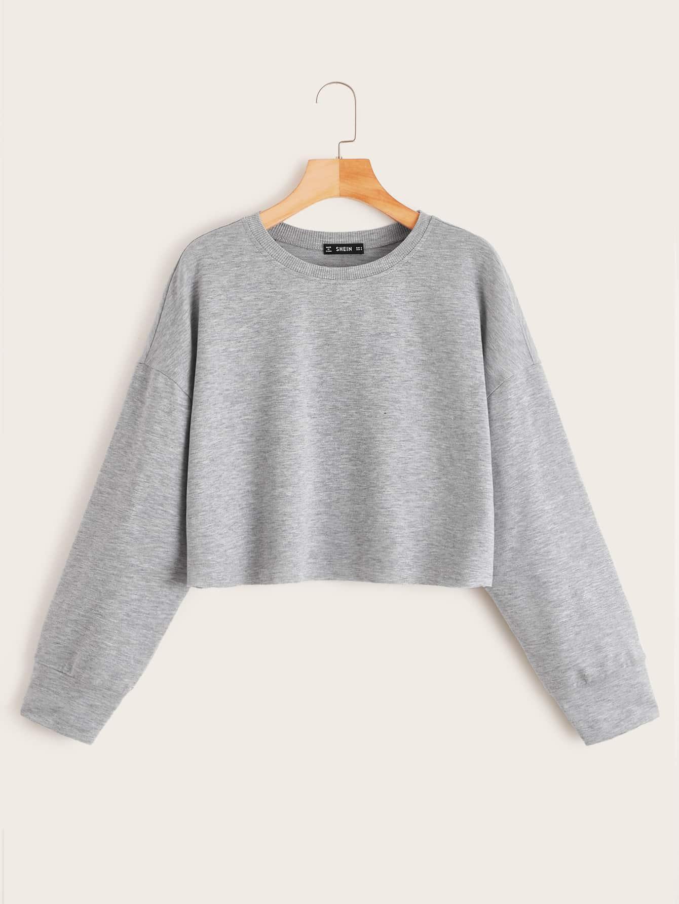 Фото - Кроп пуловер с заниженной линией плеч и необработанным низом от SheIn серого цвета