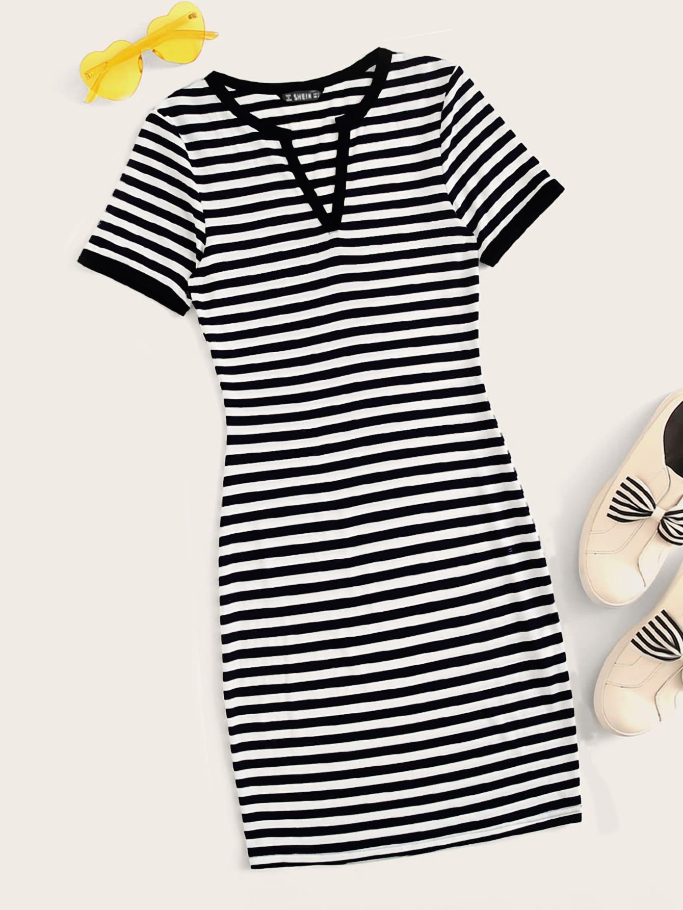 Фото - Полосатое платье с разрезом на воротнике от SheIn цвет чёрнобелые