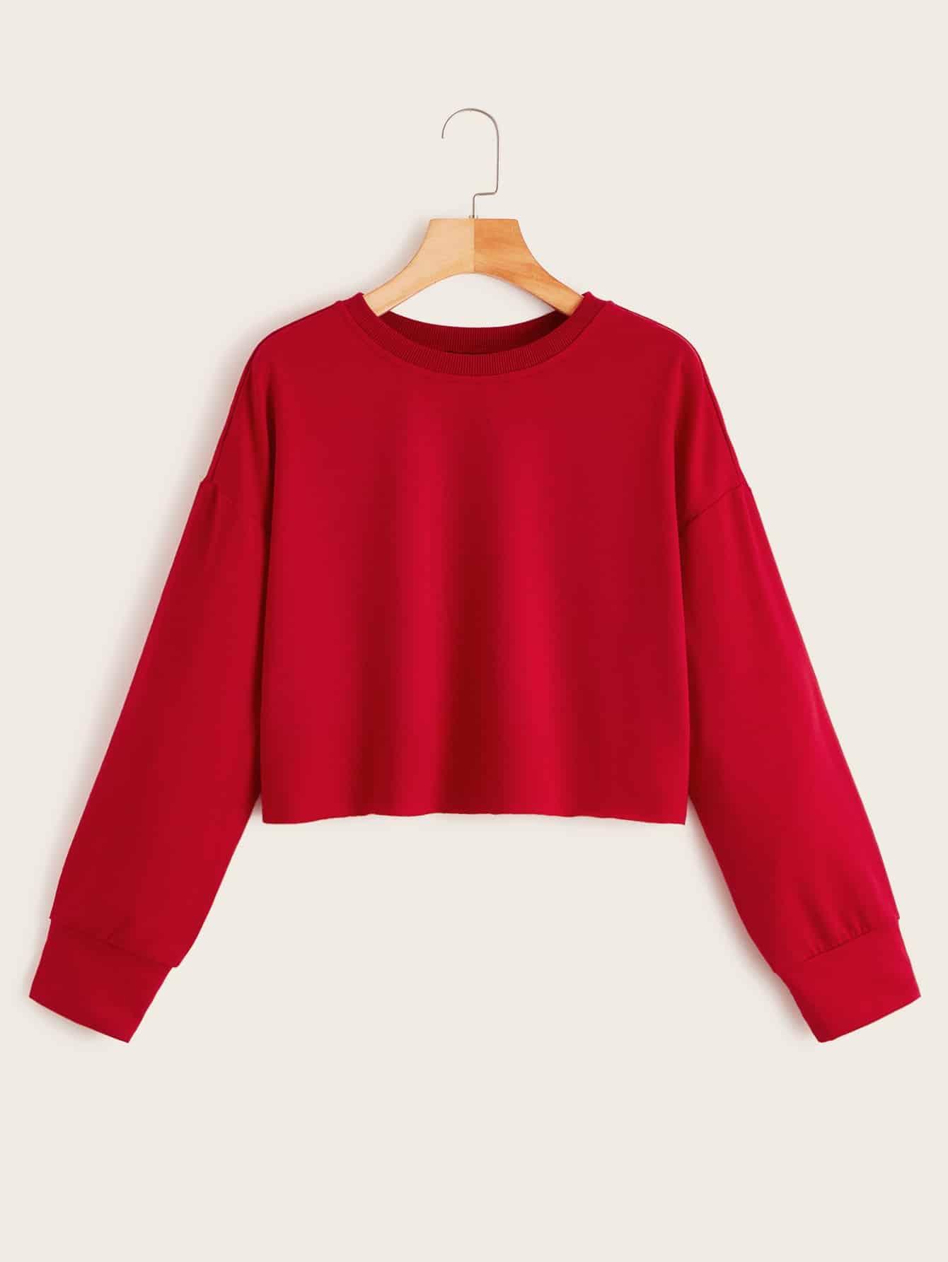 Фото - Кроп пуловер с заниженной линией плеч и необработанным низом от SheIn красного цвета