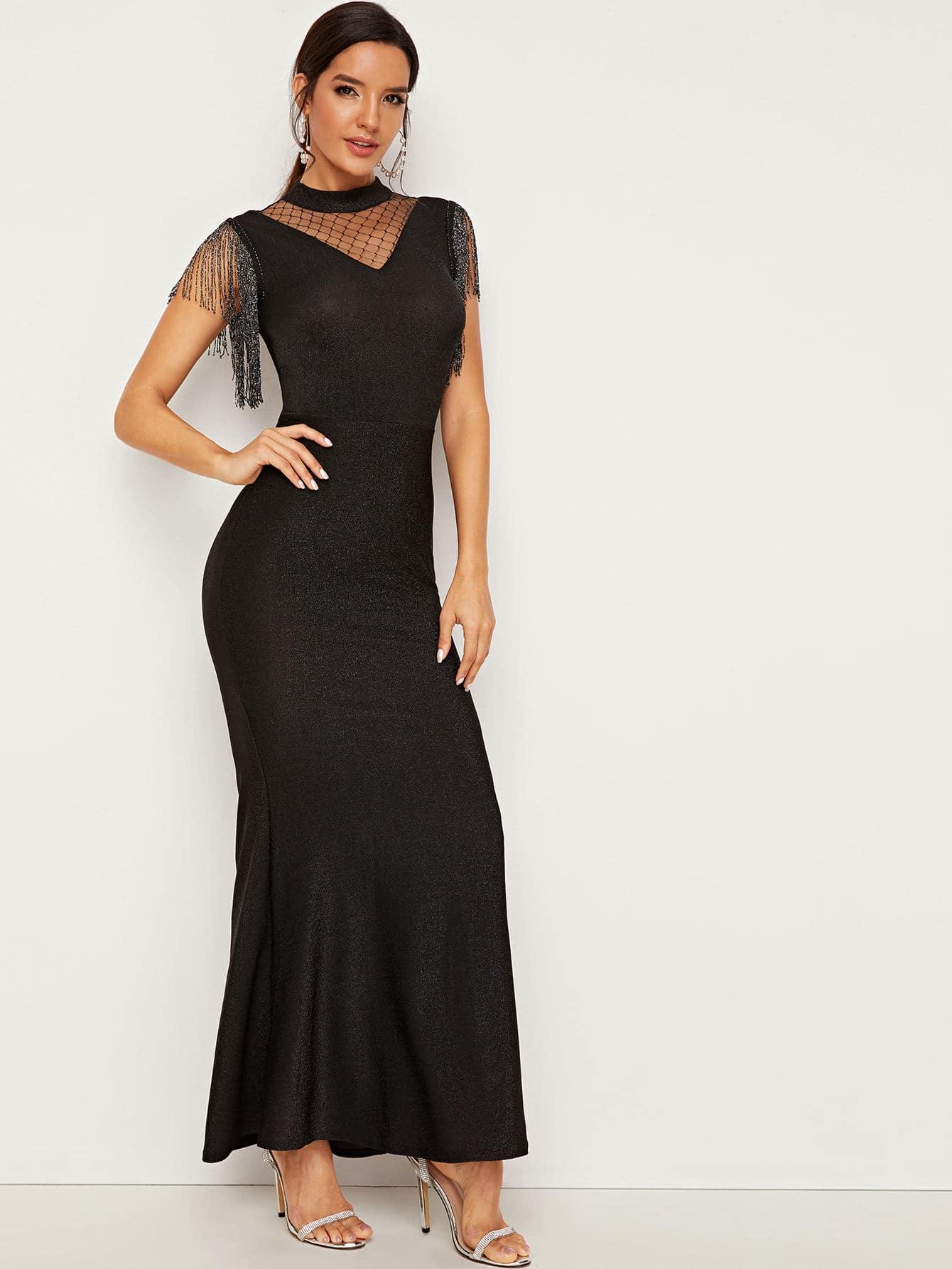Платье-русалка с сетчатыми вставками и бахромой
