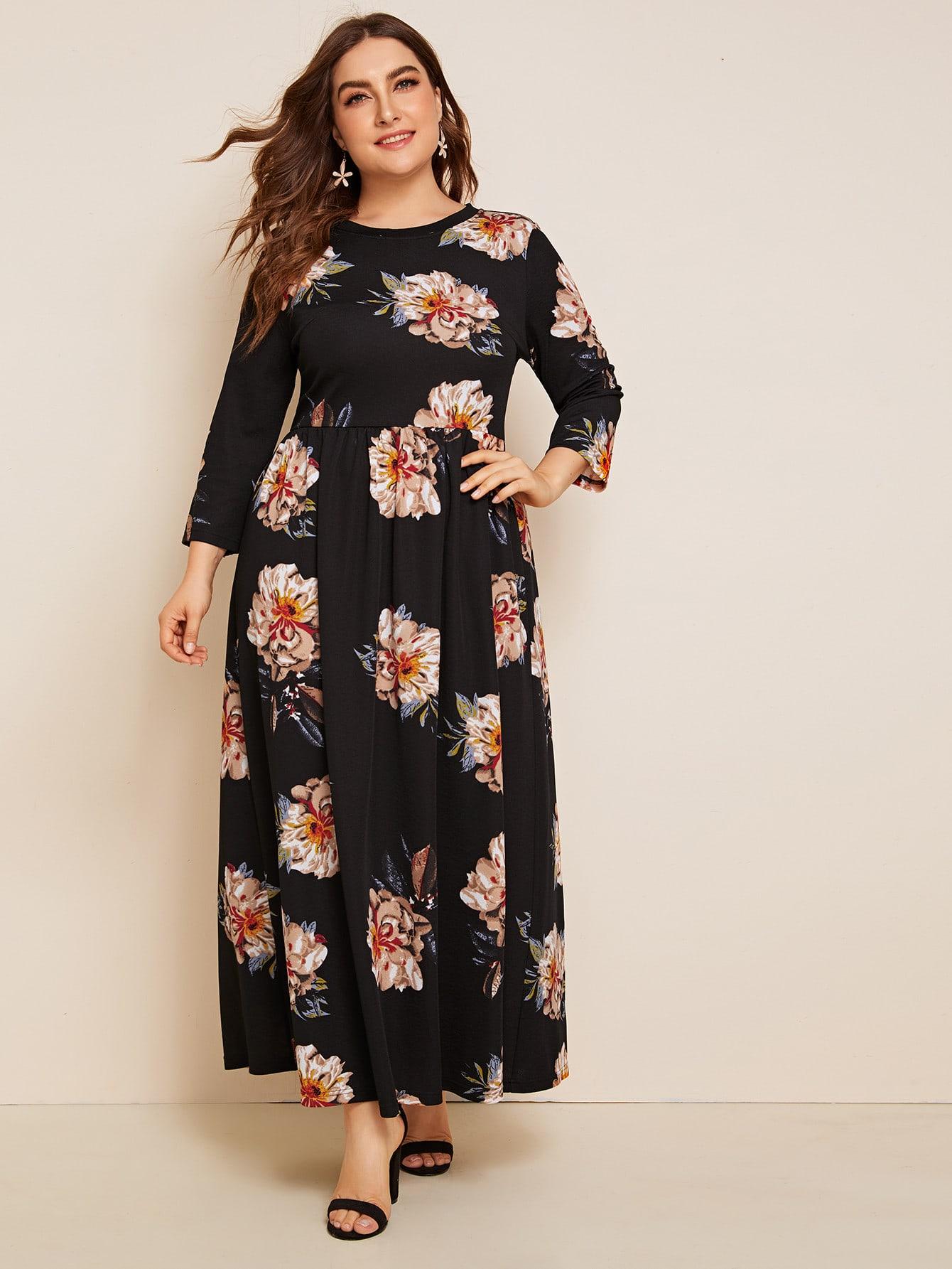 Приталенное расклешенное платье с цветочным принтом размера плюс