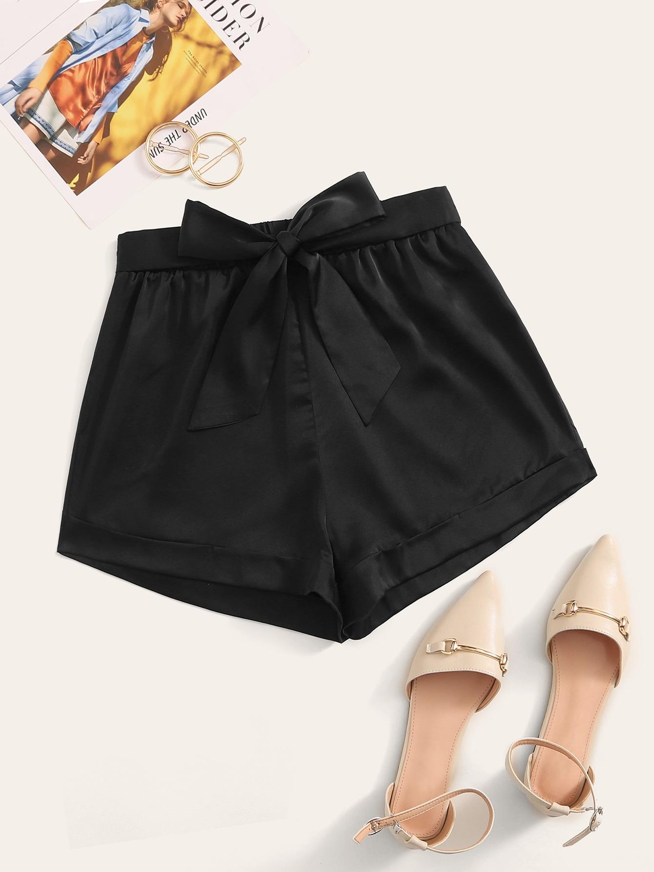 Фото - Атласные шорты с узлом от SheIn черного цвета
