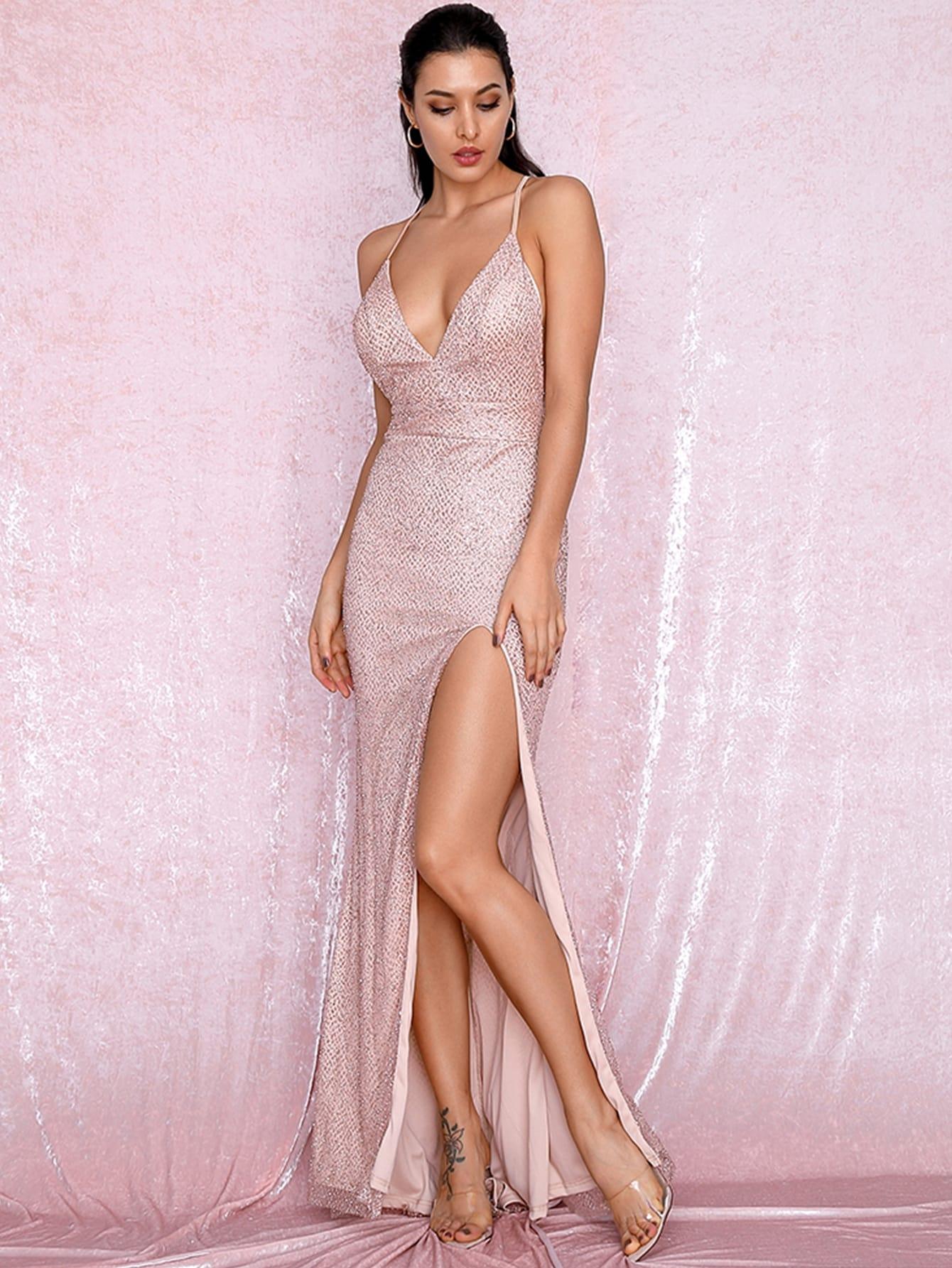 Фото - LOVE&LEMONADE длинное платье на бретелях с глубоким вырезом и разрезом от SheIn цвет розовые
