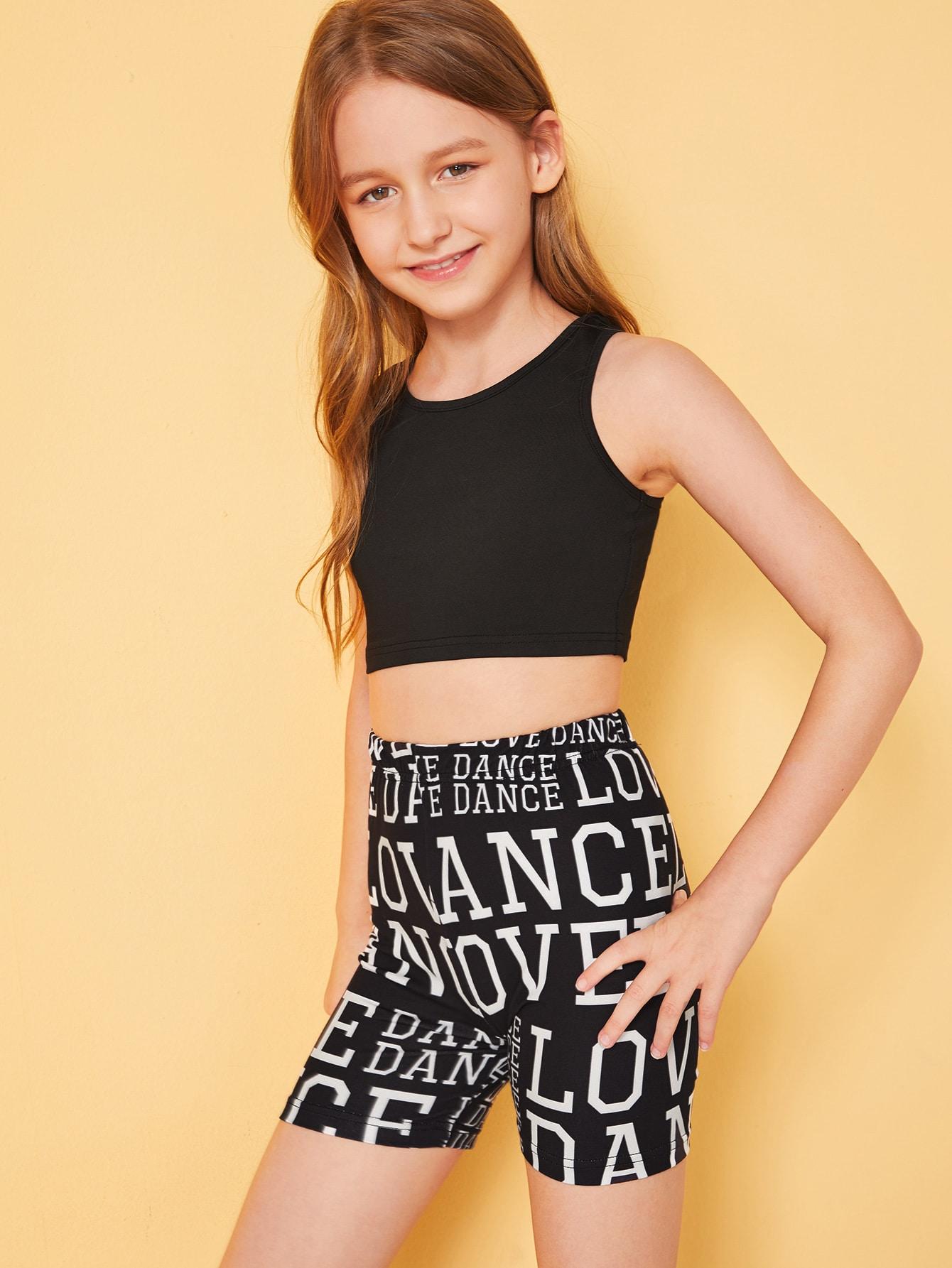Фото - Приталенный топ и шорты с текстовым принтом для девочек от SheIn черного цвета