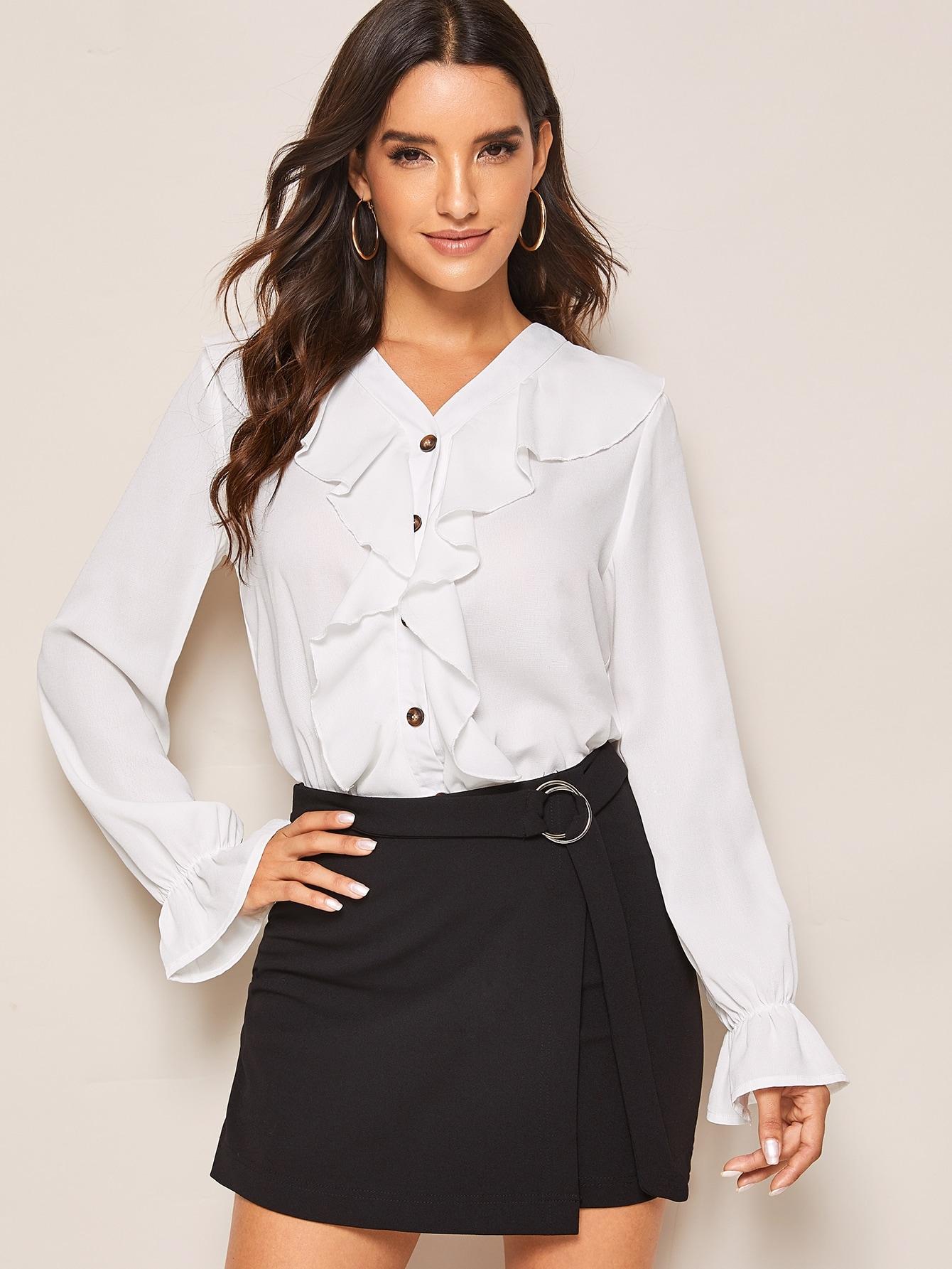 Фото - Блузу с оригинальным рукавом и оборкой от SheIn белого цвета