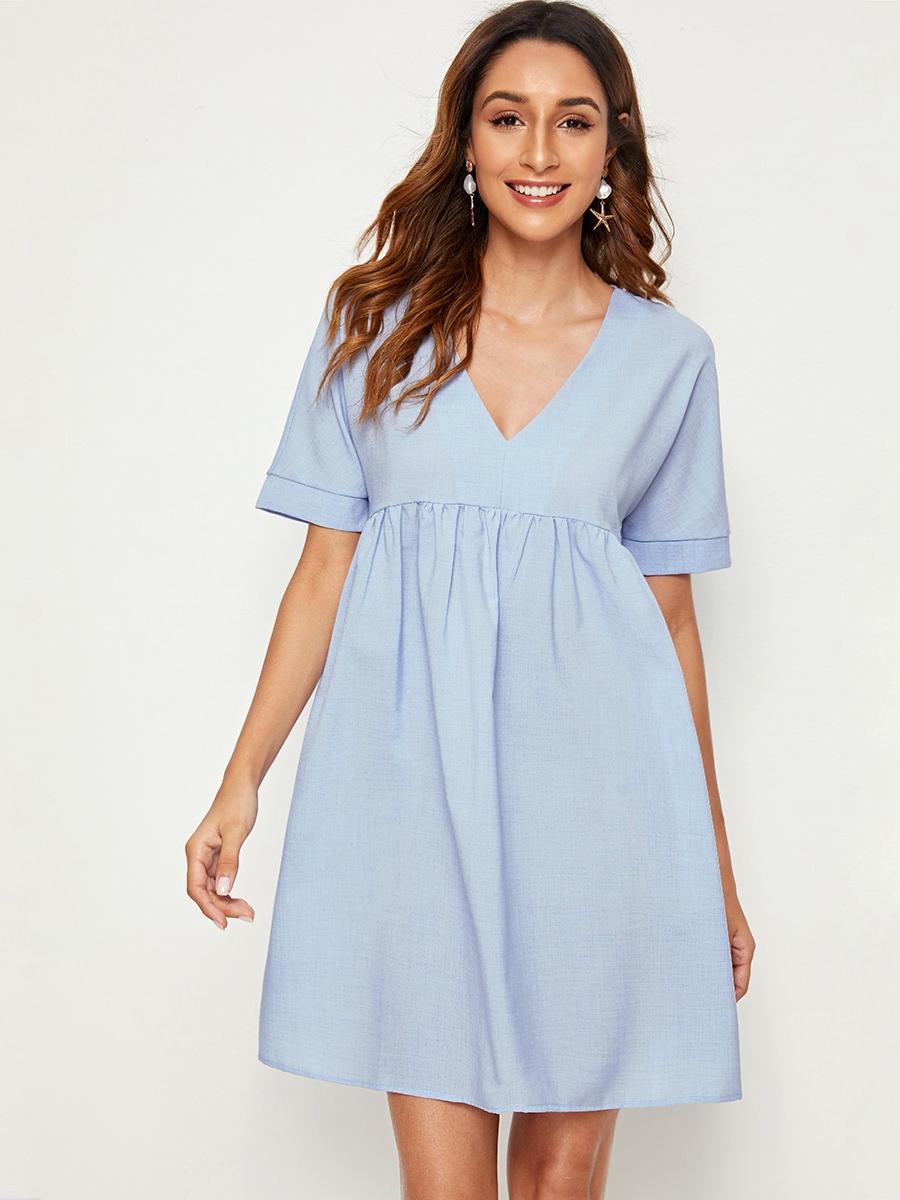 Фото - Однотонное платье с v-образным вырезом и сборками от SheIn цвет синие