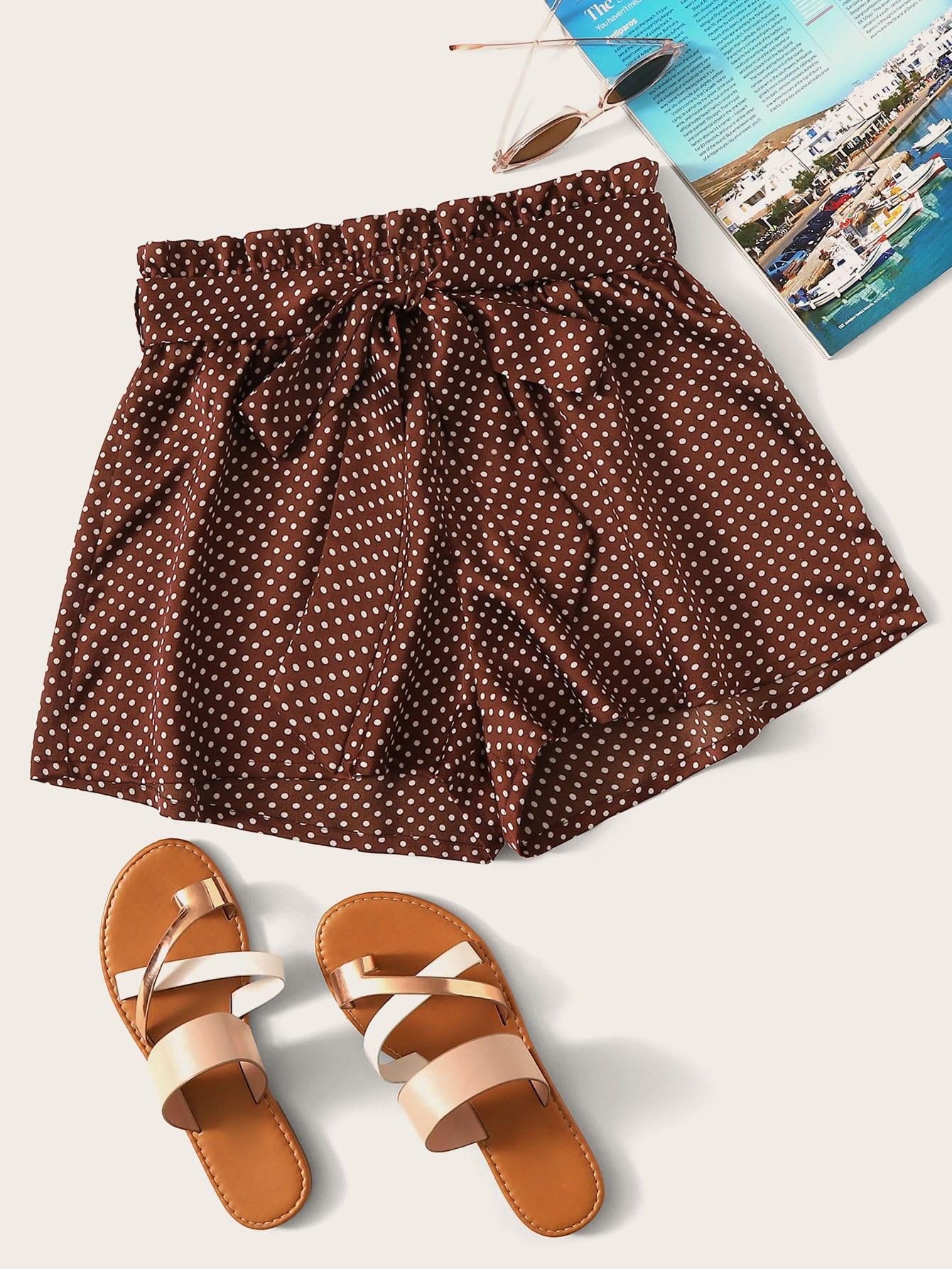 Фото - Шорты в горошек с поясом и присборенной талией от SheIn коричневого цвета