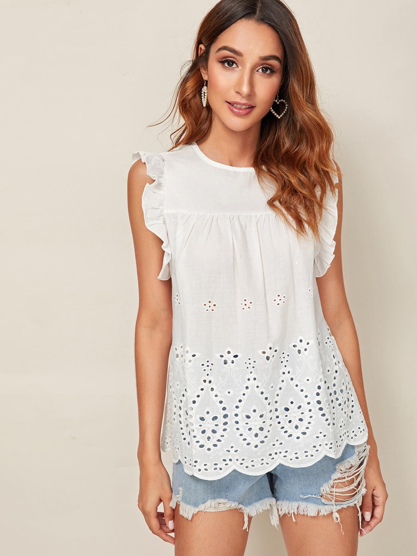 Фото - Блузу с оригинальной отделкой и оборкой от SheIn белого цвета