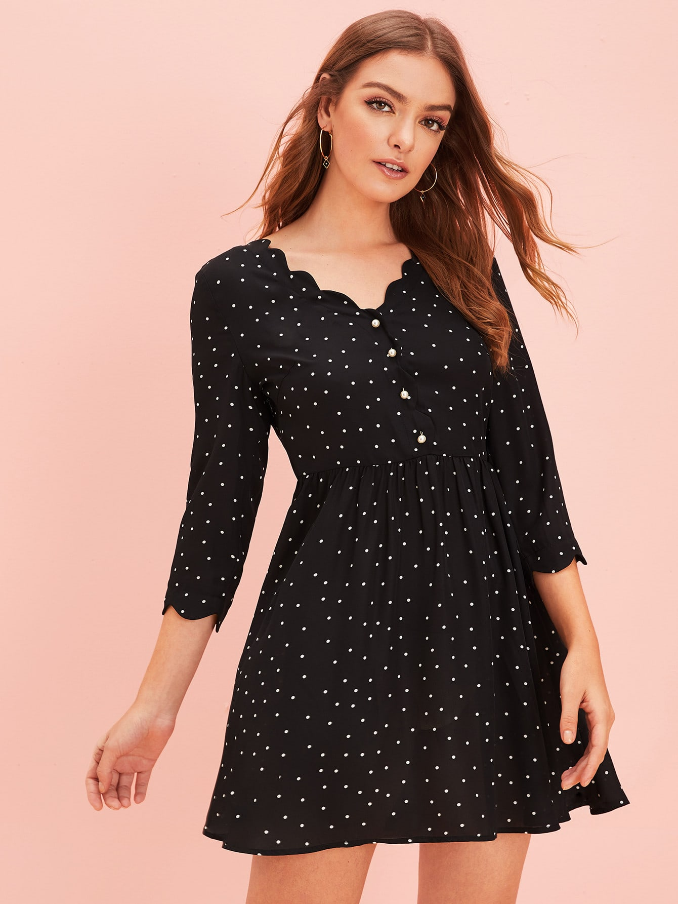 Фото - Платье в горошек с пуговицами и оригинальной отделкой от SheIn цвет чёрные