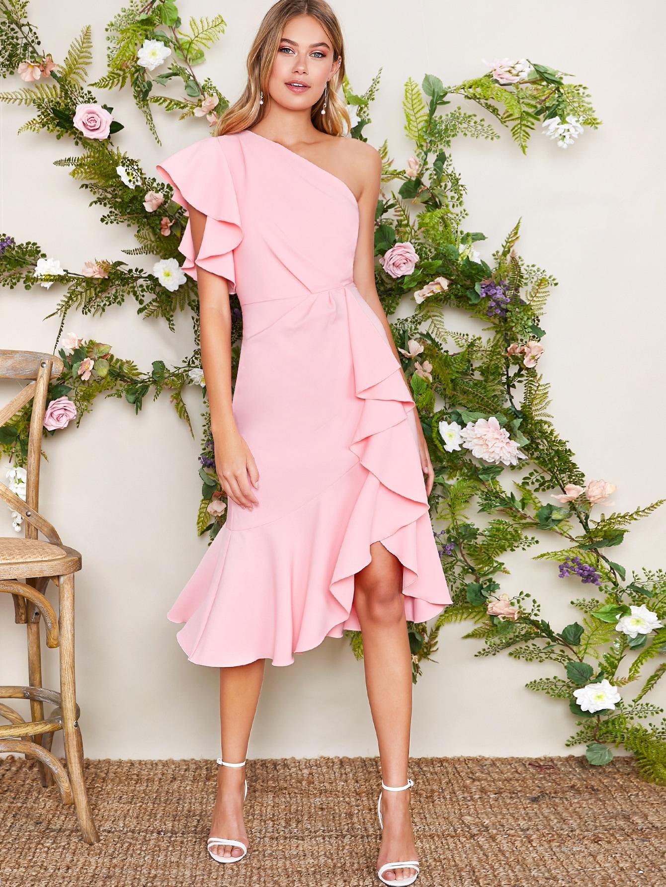 Фото - Асимметричное платье на одно плечо с оборками от SheIn цвет розовые