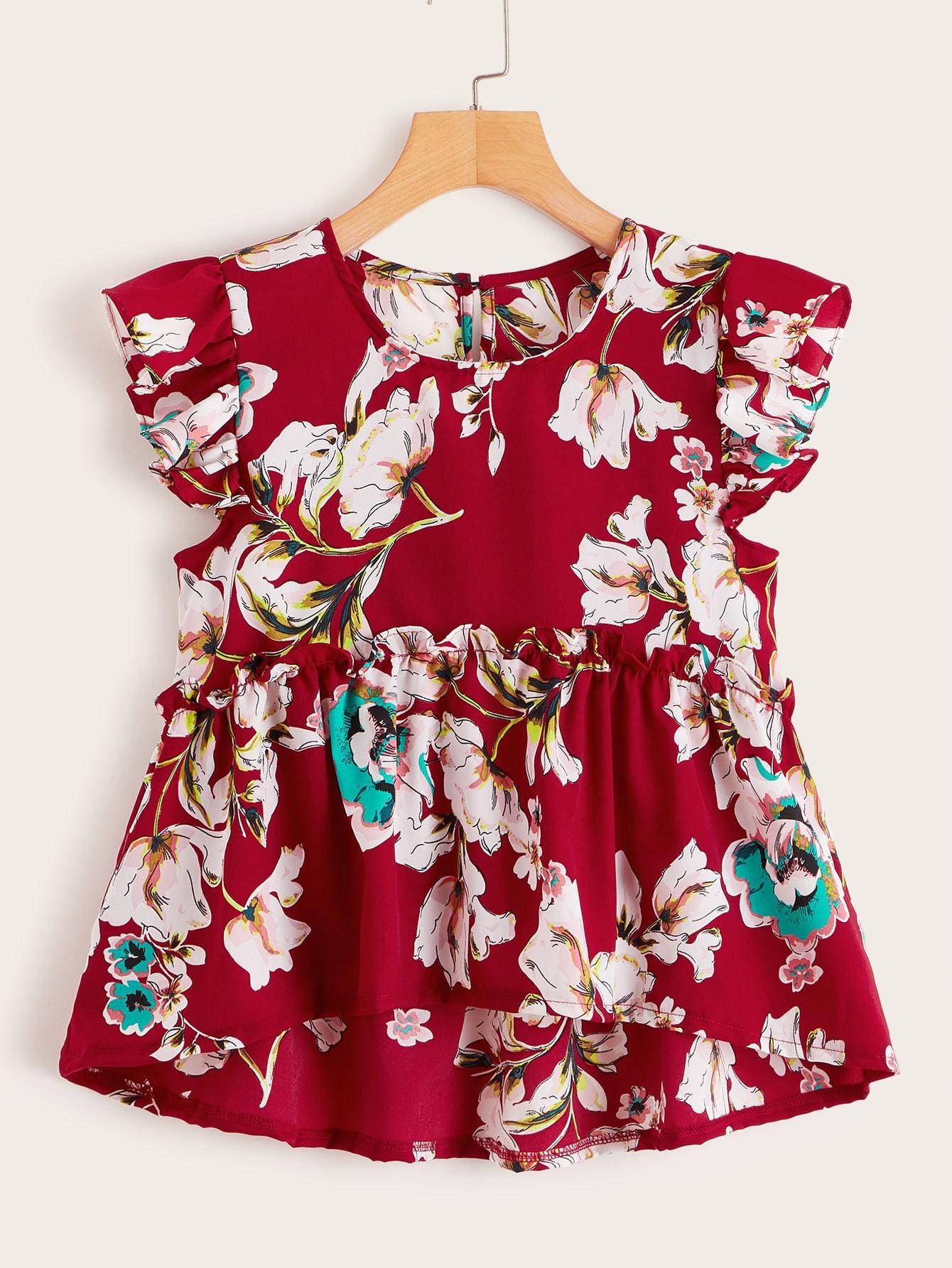 Фото - Топ с цветочным принтом и оборками от SheIn красного цвета