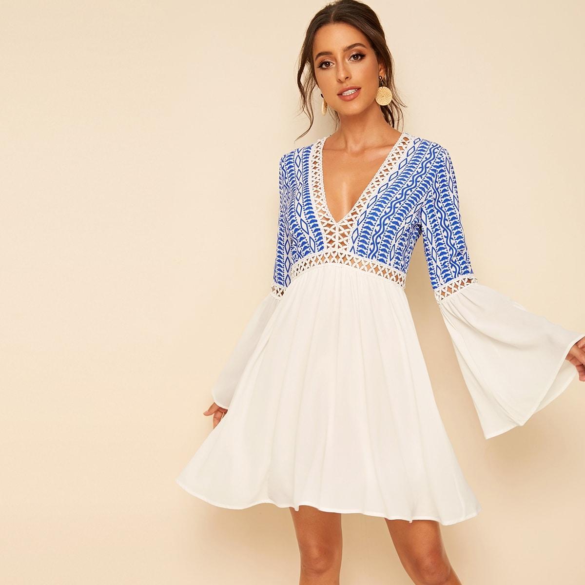 SHEIN / Kleid mit V Ausschnitt, Spitzen und Glockärmeln