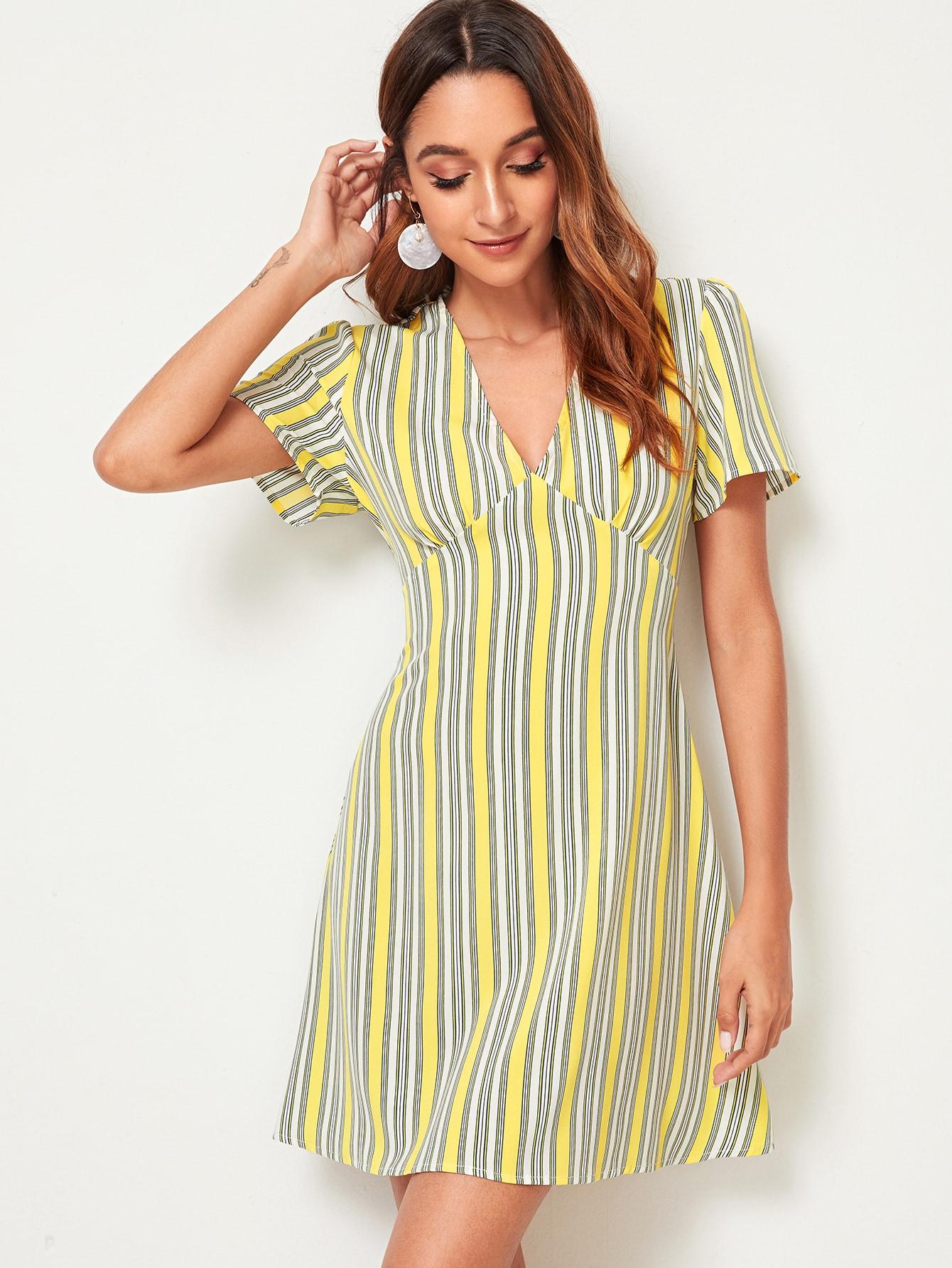 Фото - Платье в полоску с v-образным вырезом от SheIn цвет многоцветный